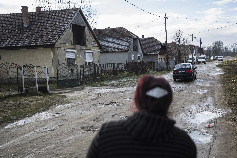 Beütött a szegénytelepeken a szabad pálinkafőzés, egyre több töményet isznak a romák