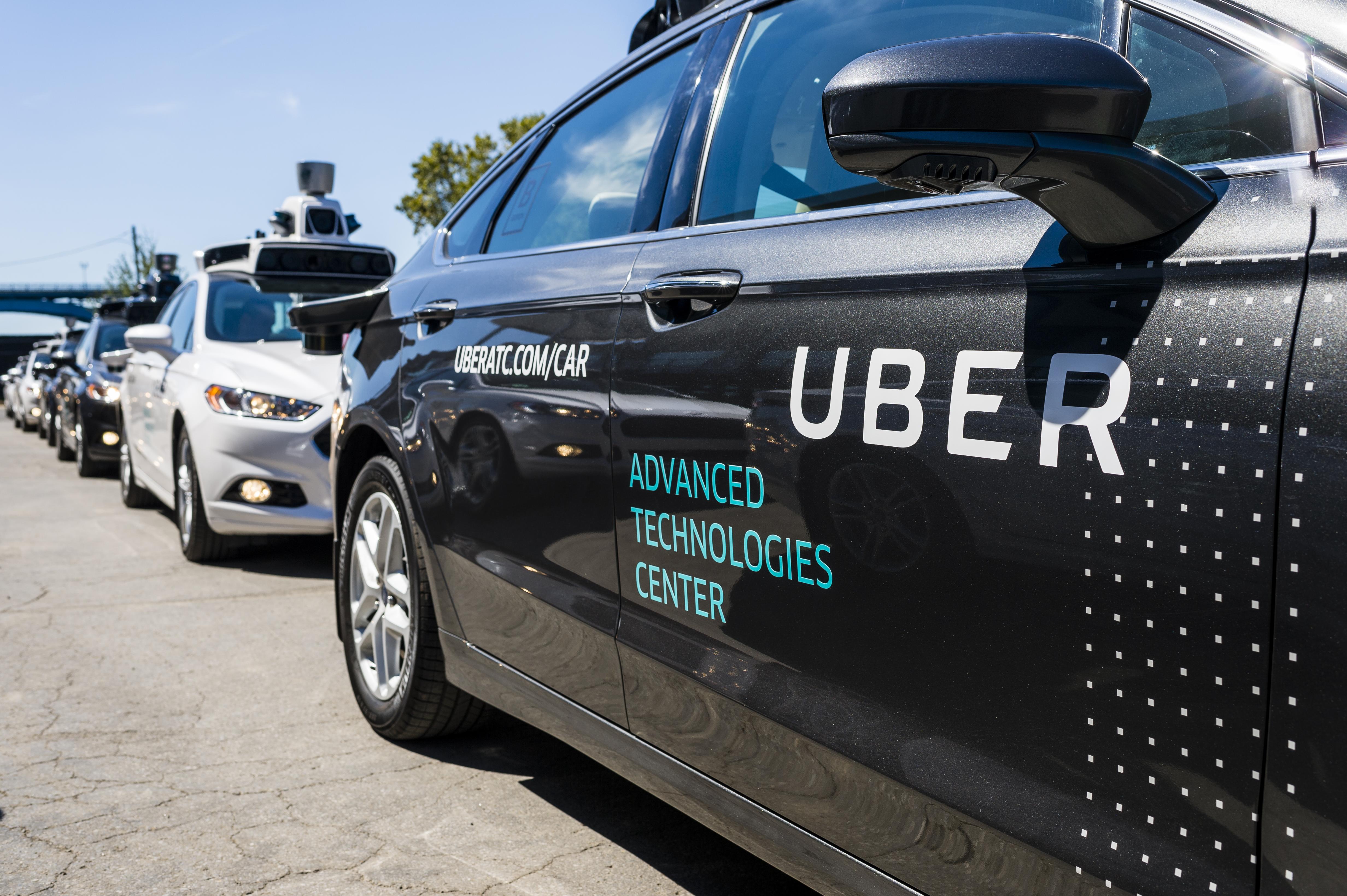 A Voice-ot nézte a telefonján a sofőr, amikor az önvezető Uber halálra gázolt egy gyalogost