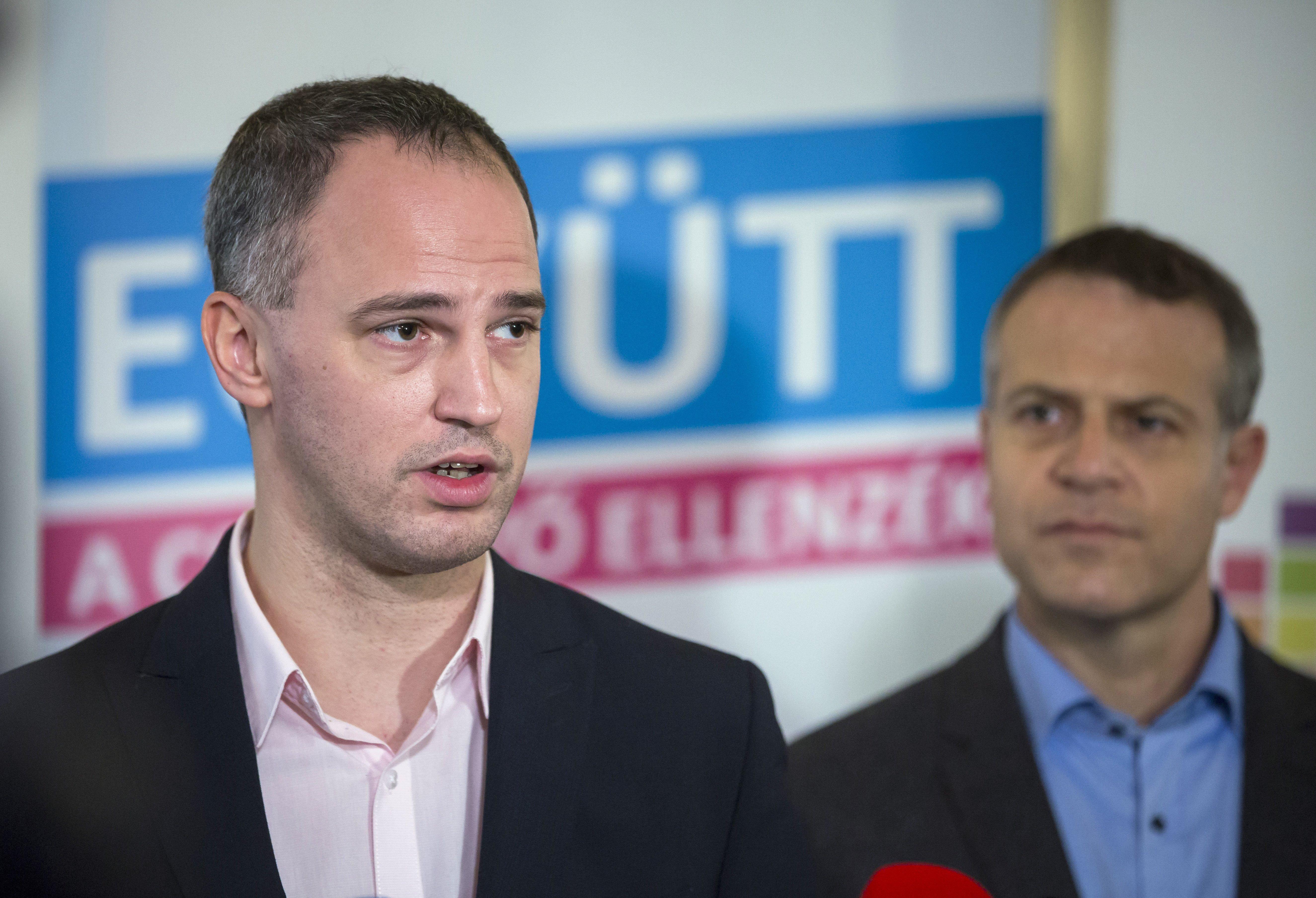 Eddig nem volt baja az ÁSZ-nak az ellenzék irodáival, most hirtelen öt pártot is megbüntetnének