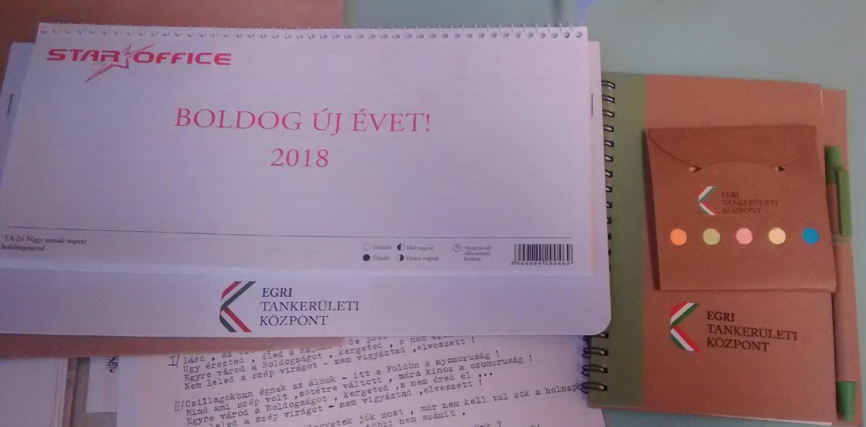 Eger környékén egy naptár és egy jegyzetfüzet volt az elismerése a tanárok egész éves munkájának
