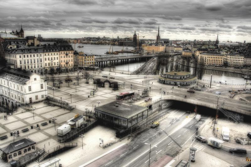 80 km/h-s sebességgel száguldó kamionokra felmászó tolvajokat fogtak Svédországban