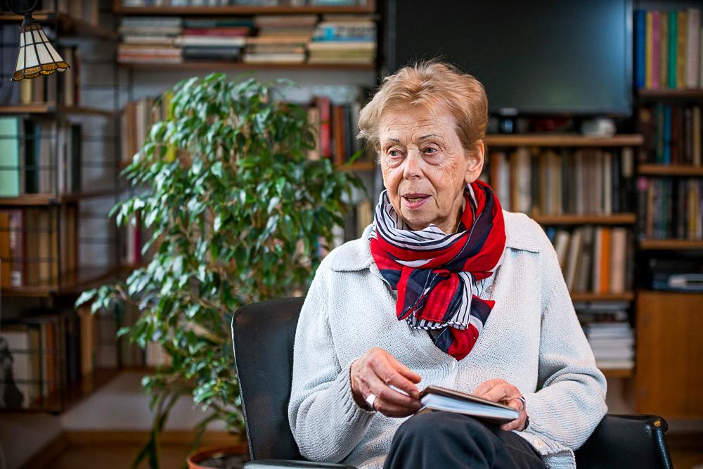 Takács Zsuzsa nagyszerű verseskötete nyerte az Aegon-díjat