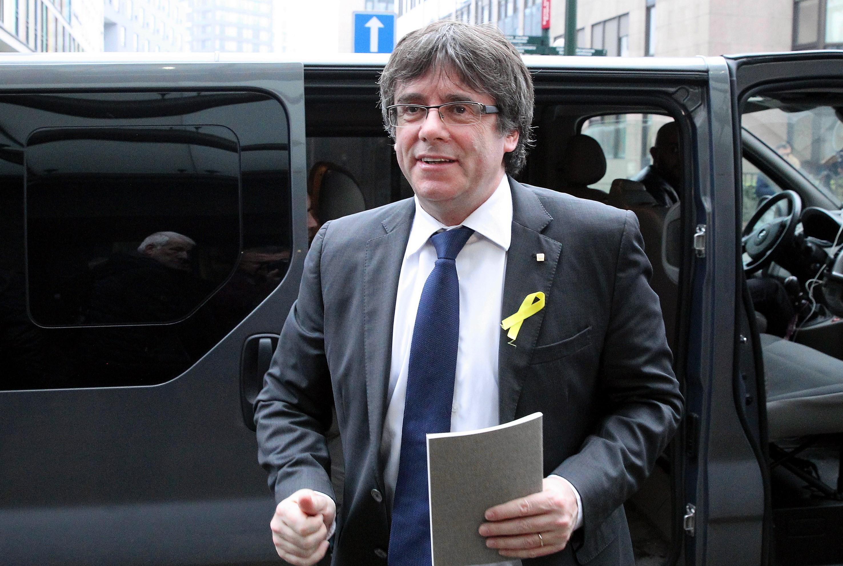 Visszavonta a lázadással vádolt volt katalán elnök elleni európai elfogatóparancsot a spanyol legfelsőbb bíróság