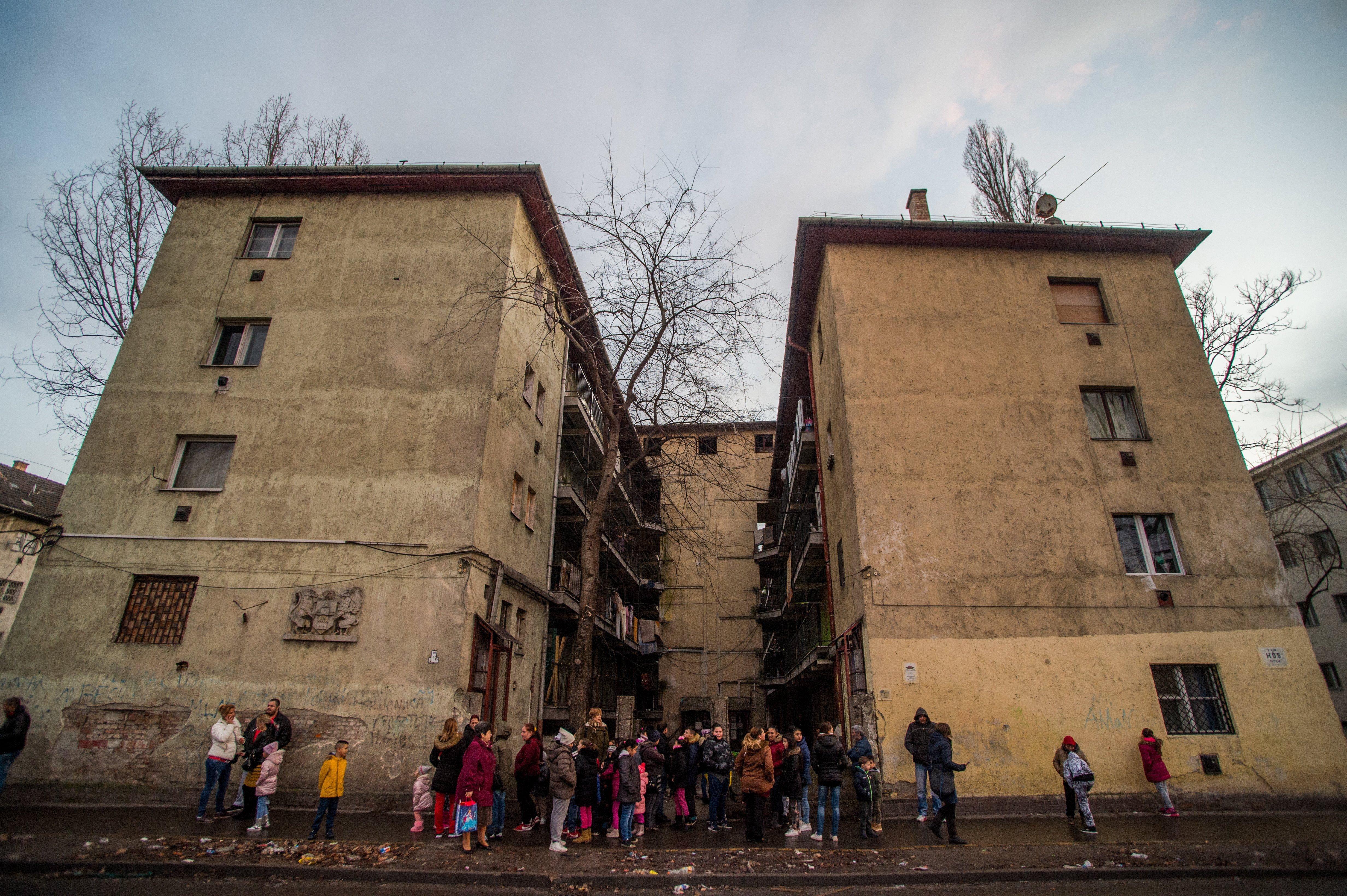 Kiteszi az önkormányzat a helyieket segítő civileket a Hős utcából