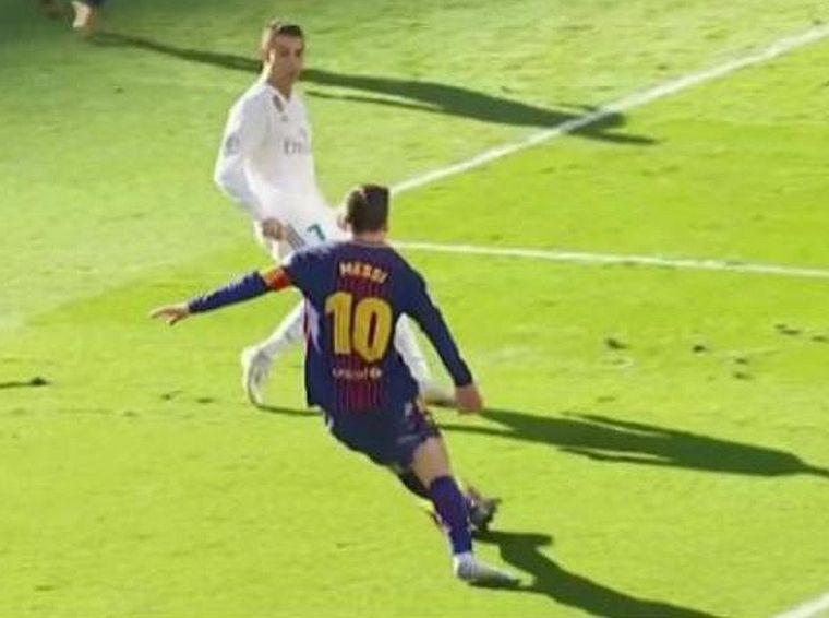 Zokniban adott gólpasszt Messi a Real elleni meccsen