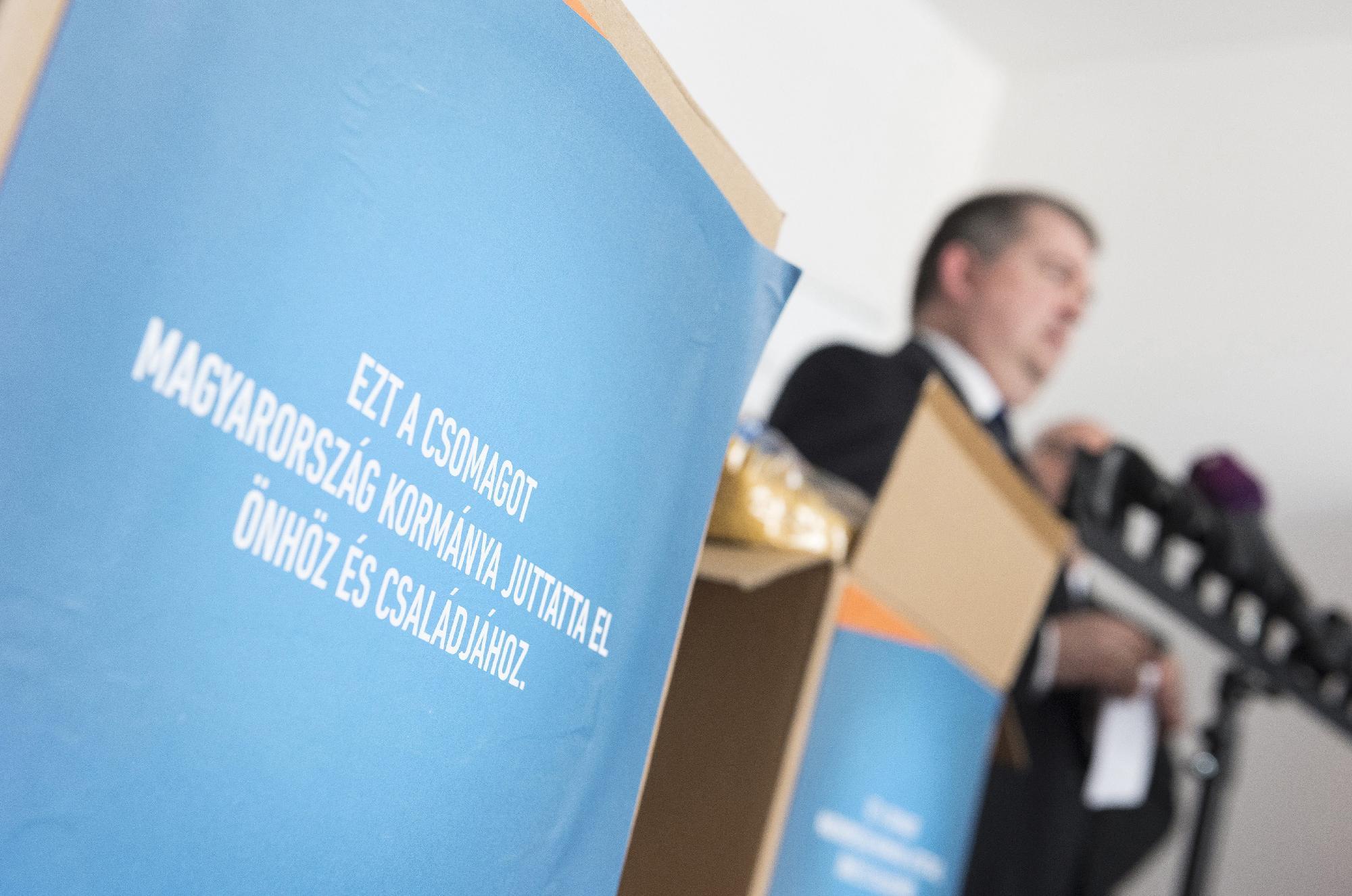 Egyetlen ajánlatból választották ki azt, aki 17,4 milliárdért szállíthat segélycsomagokat éhező magyaroknak