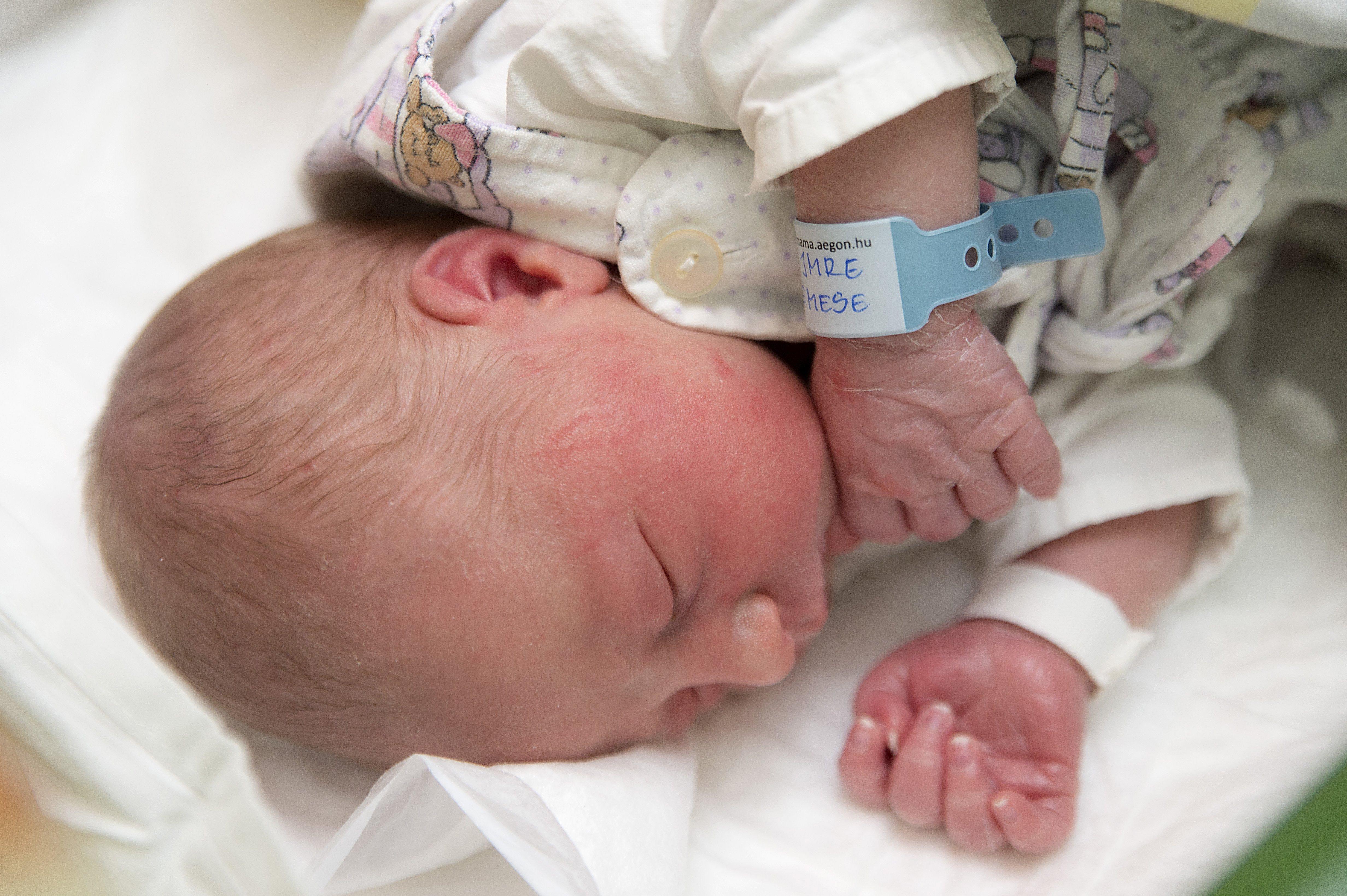 A járvány miatt jóval kevesebb gyerek született Magyarországon