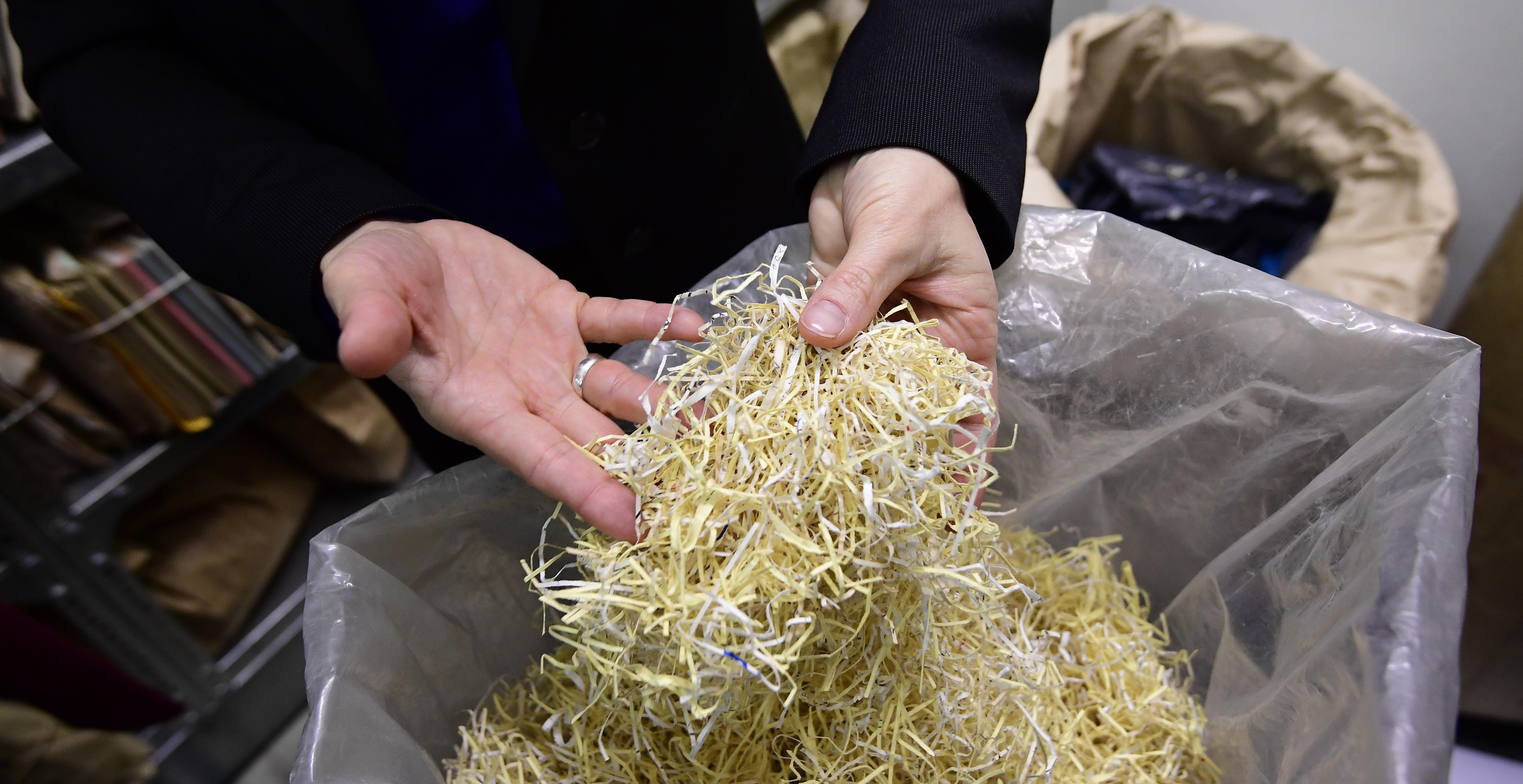 A nyolcmillió eurós szkenner sem bír a Stasi archívumának összetépett dokumentumaival