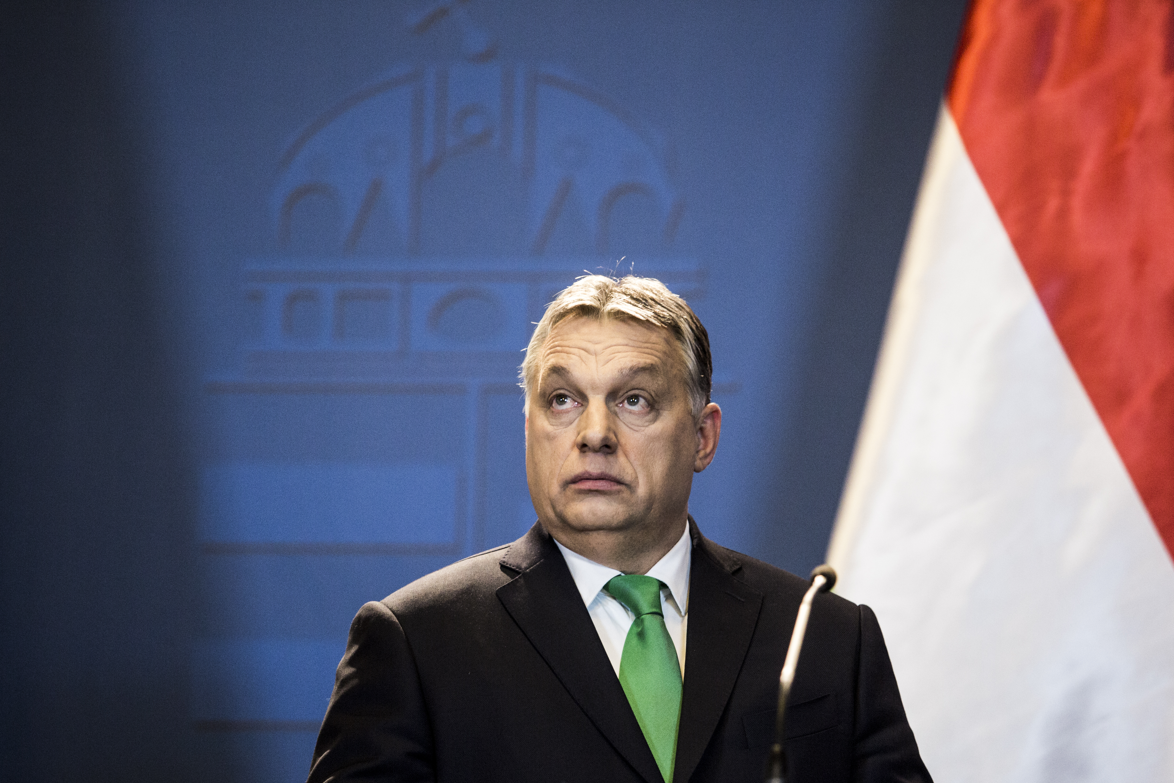 Orbán inkább az ovisokkal haverkodik, ha már az európai vezetőkkel nem tud