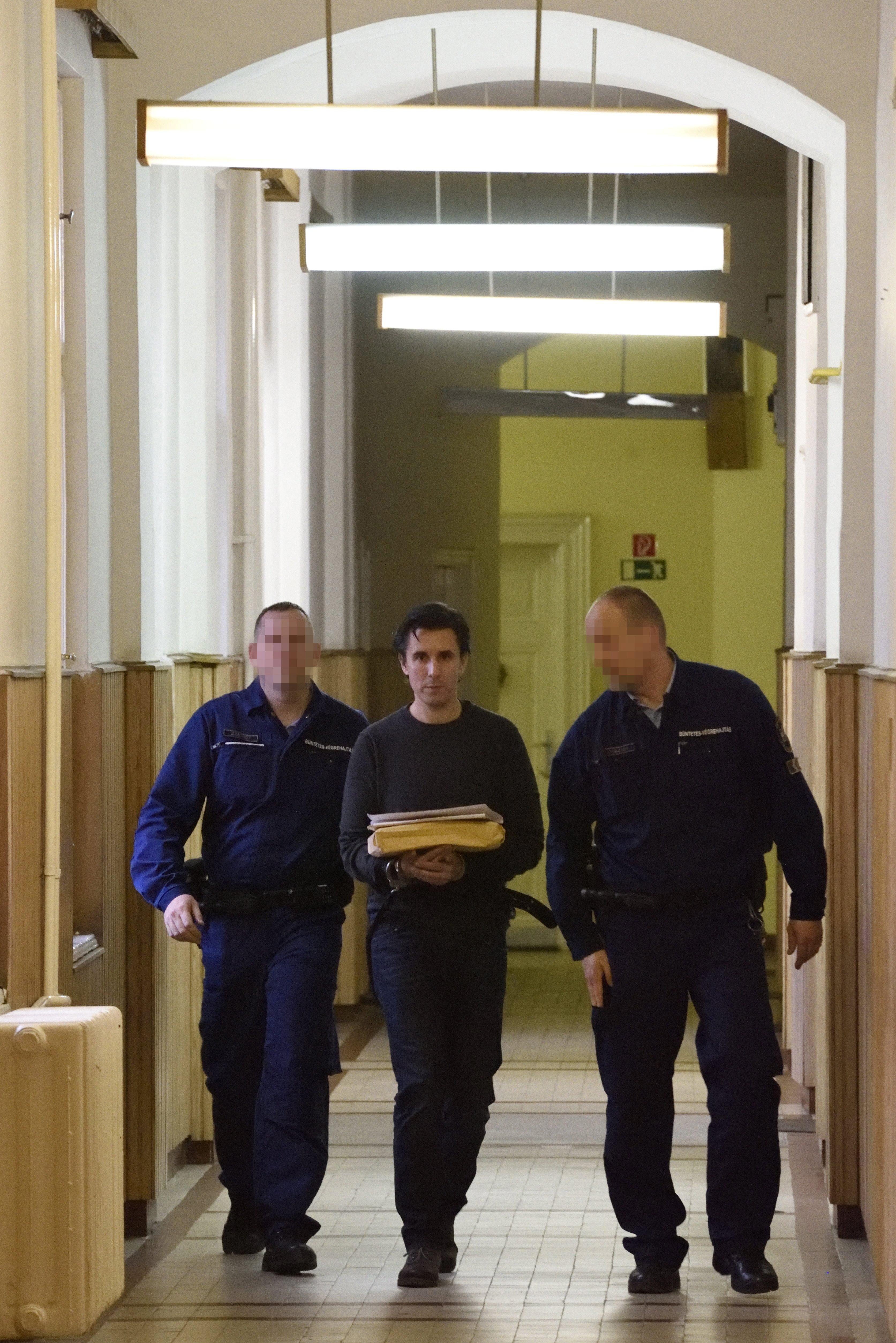 Három hónappal meghosszabbították Czeglédy Csaba letartóztatását