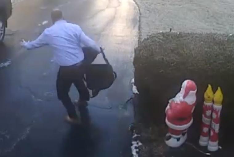 Az egész élet minden gyötrelme benne van ebben a rövid videóban, amiben egy munkába induló férfi megcsúszik a jeges járdán