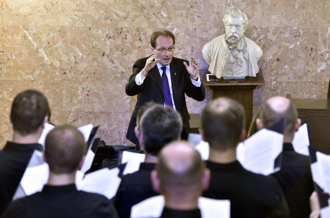 Hoppál Péter szerint Budapestet megölte az emberi butaság és az irigység