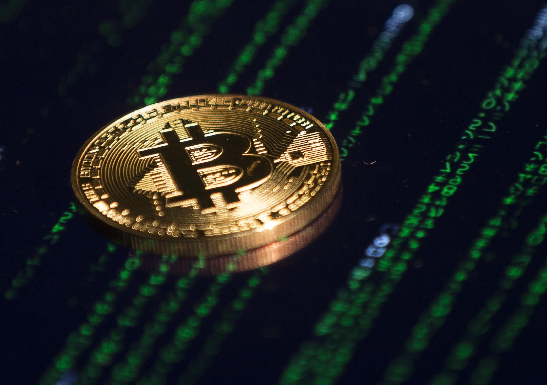 Amerikai és brit kormányzati oldalakra telepítettek kriptovalutabányász vírust