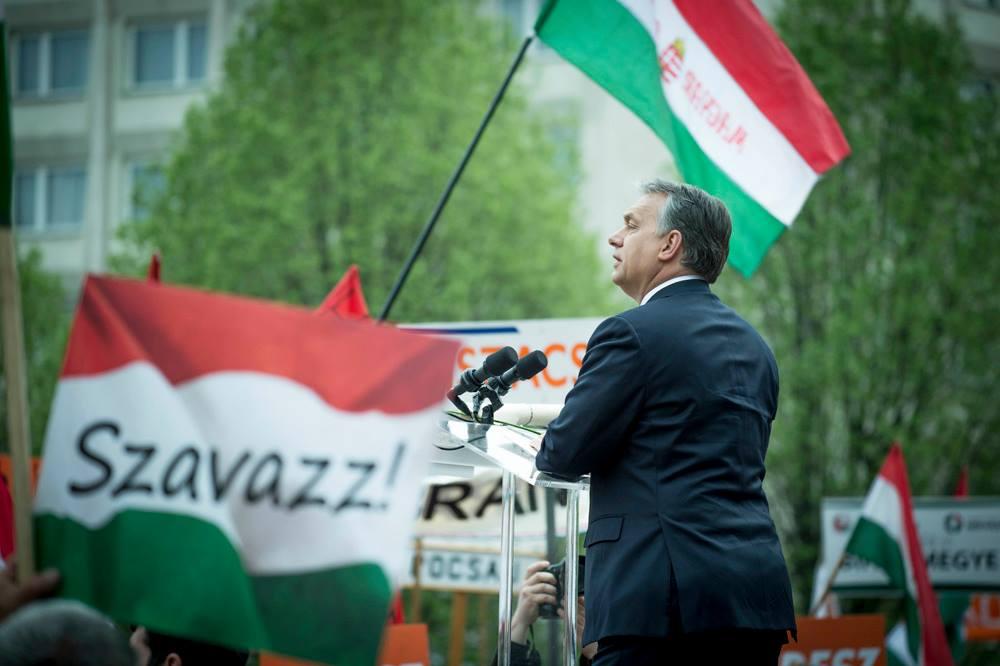 Orbán megitta a miniszterelnökök örök életének a vizét