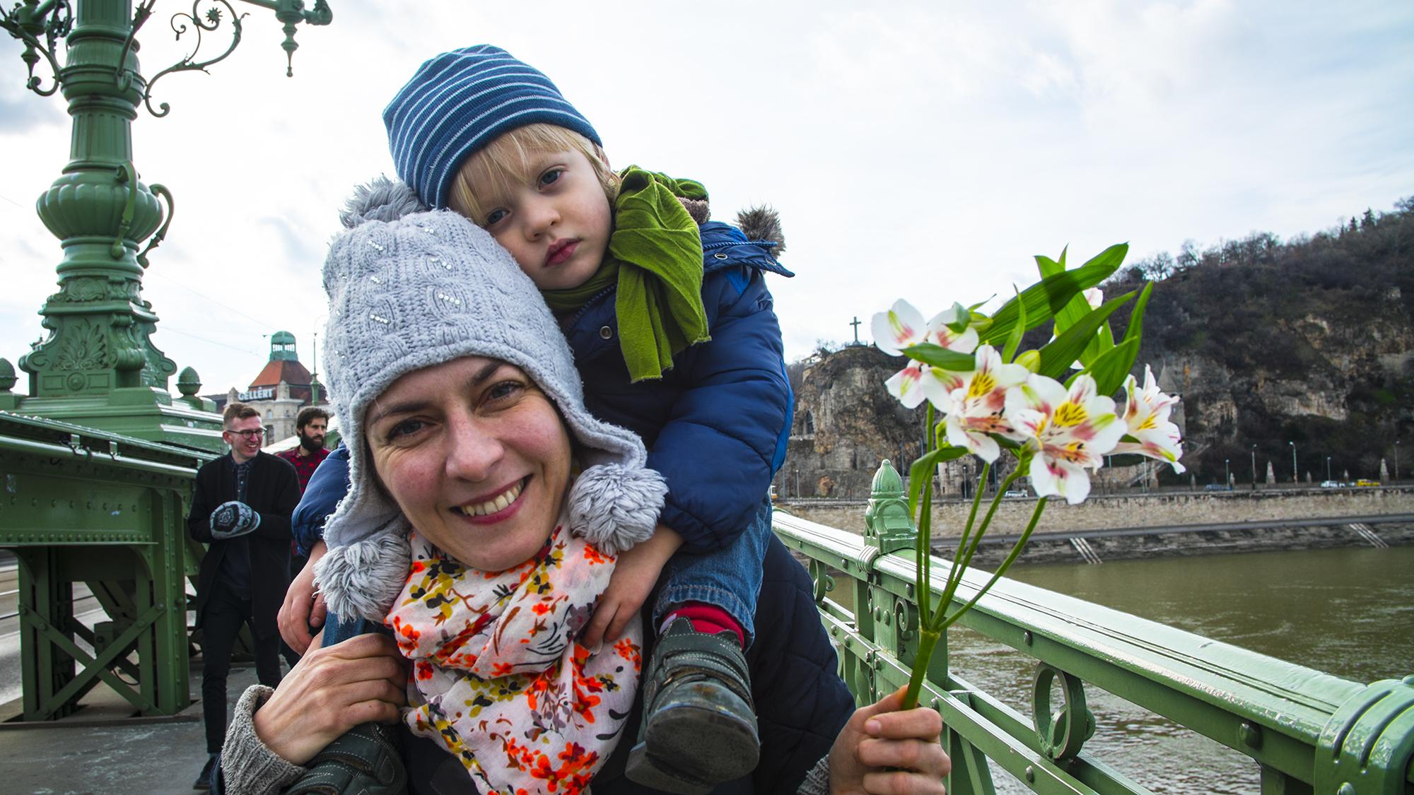 Több ezer virággal mondtak hálát Geréb Ágnesnek