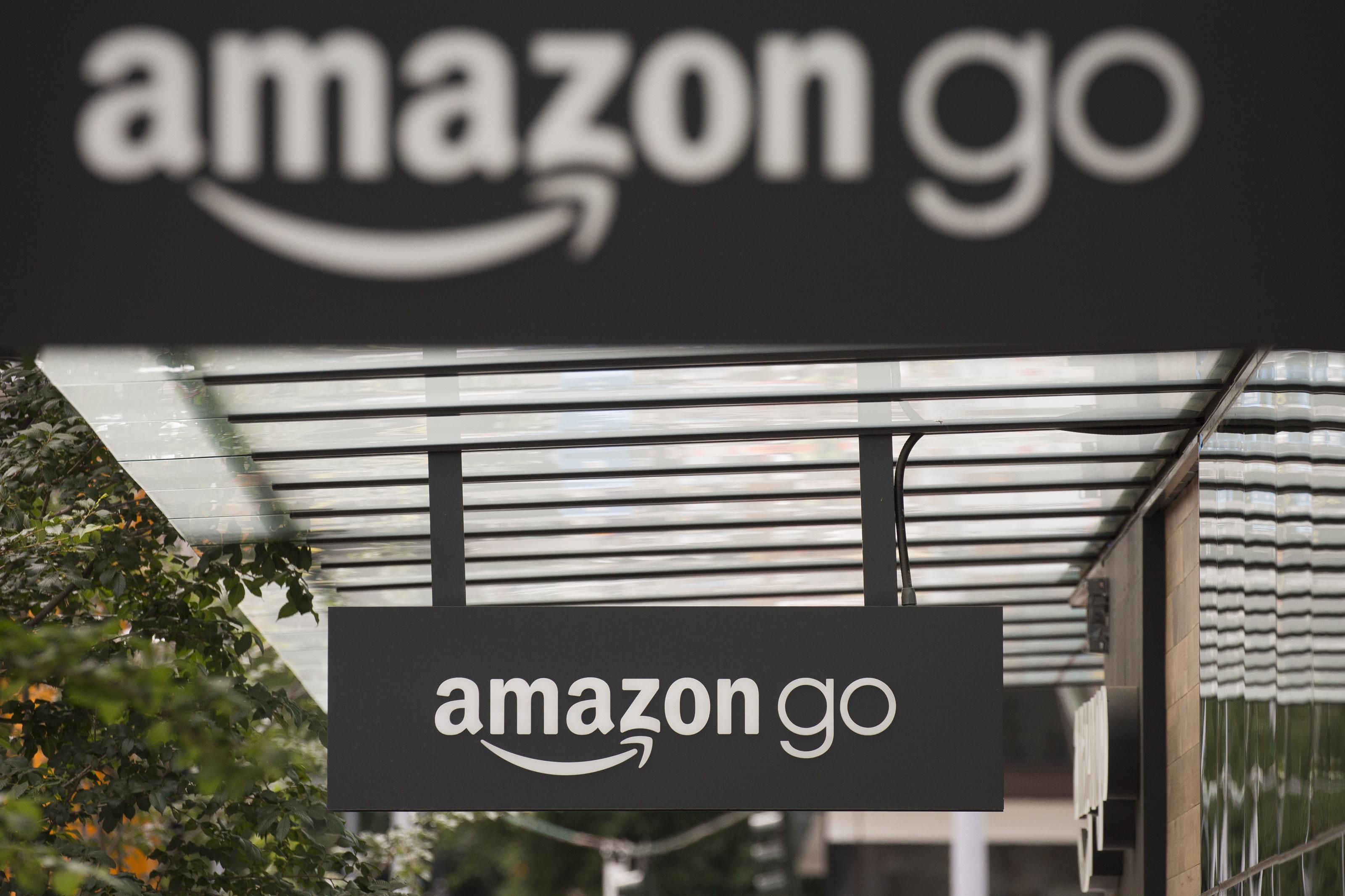 Hétfőn nyit az Amazon első boltja, ahol nem lesz többé se kassza, se sorbanállás