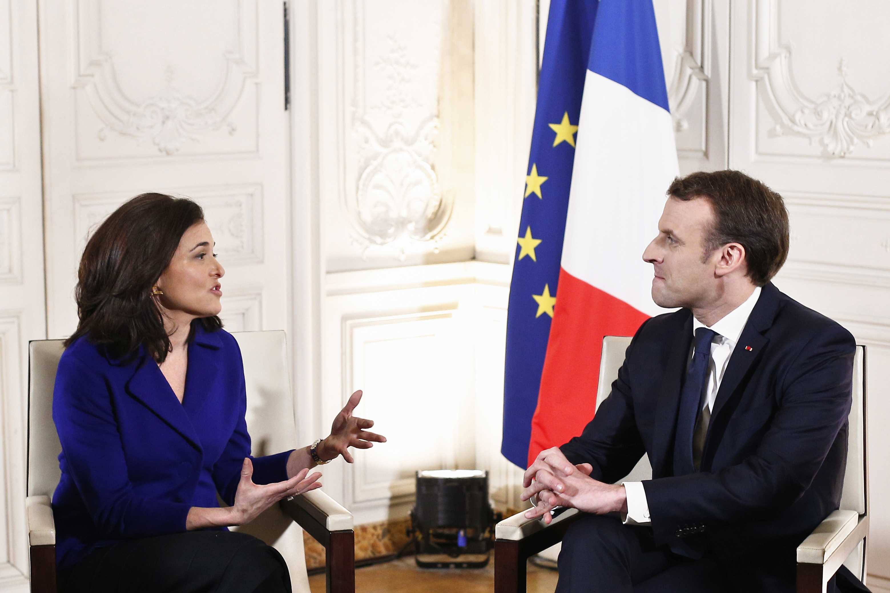 A Google és a Facebook is befektet Franciaországban