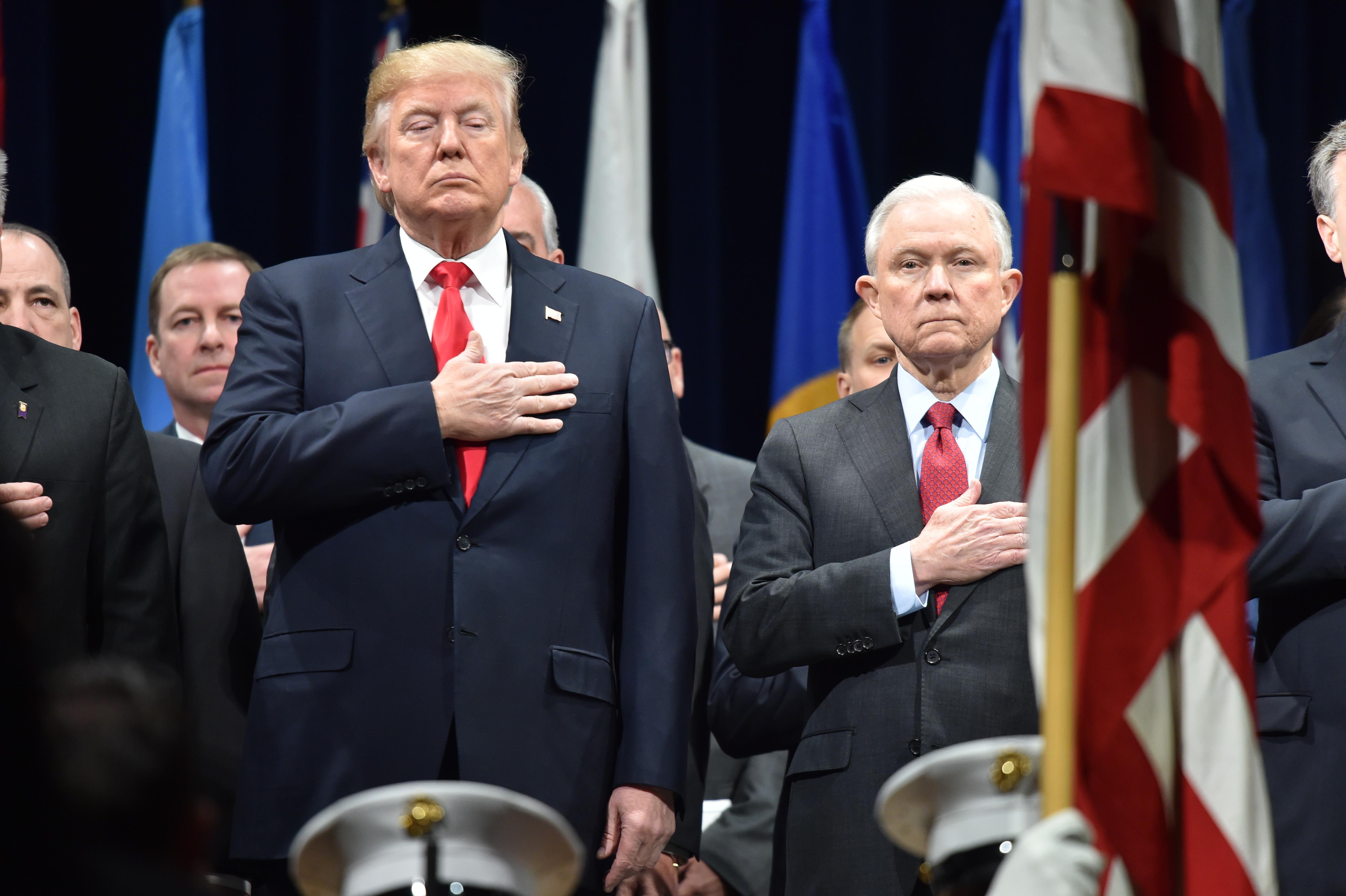 Trump igazságügyi miniszterét is kihallgatta az orosz beavatkozást vizsgáló bizottság