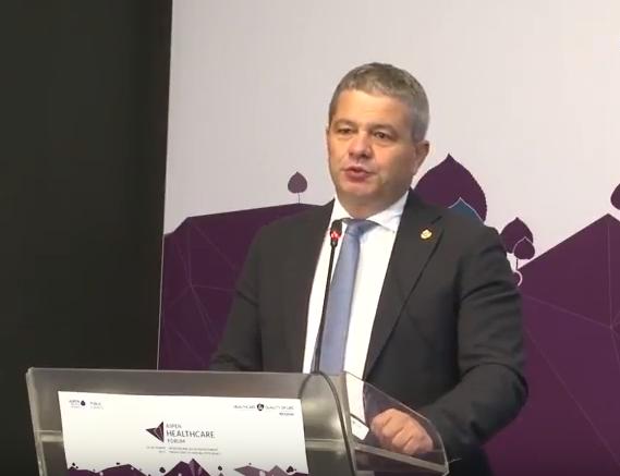 Repülőn élesztett újra egy utast a román egészségügyi miniszter