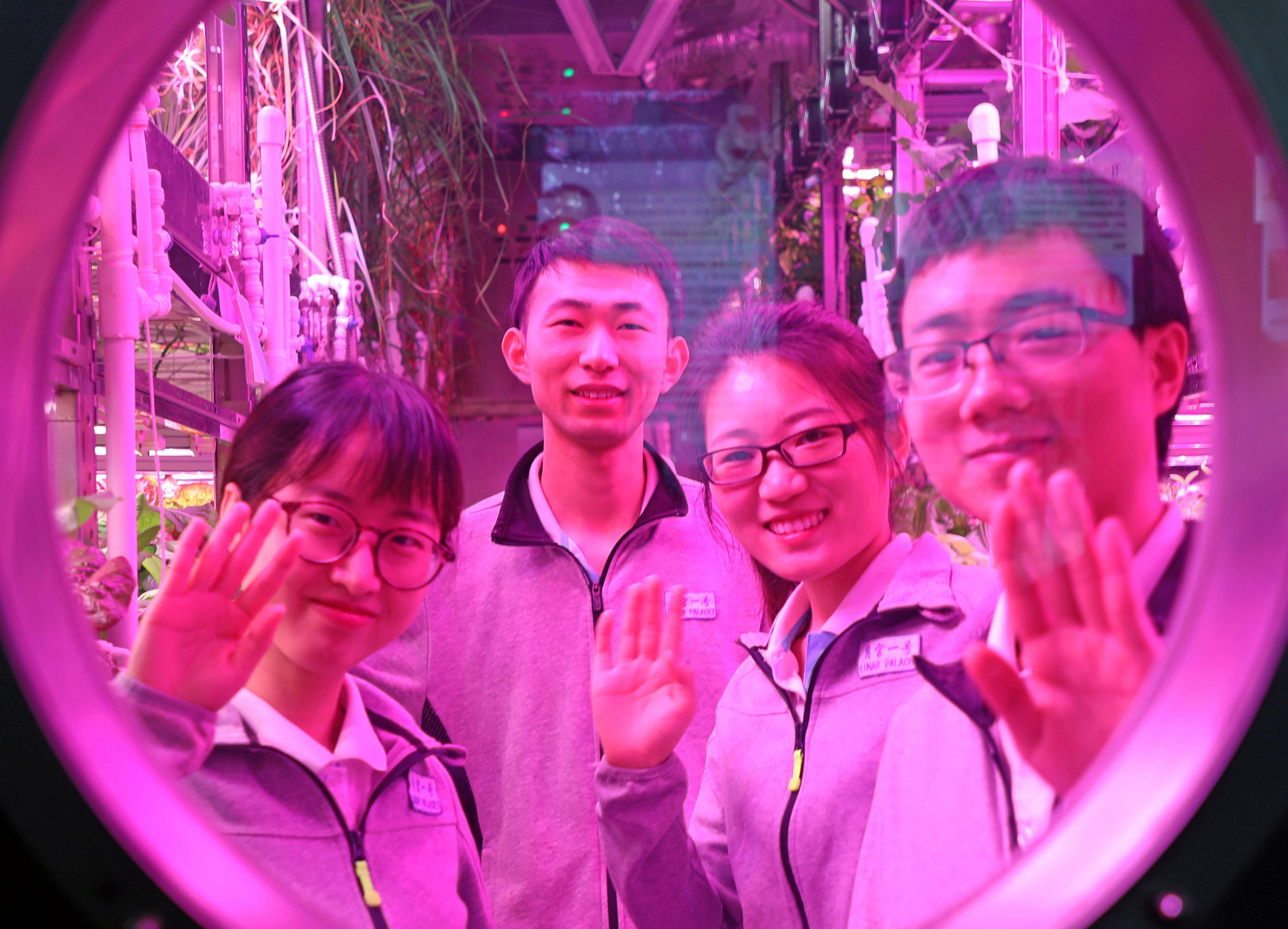 Kétszáz napot töltött egy laborban négy kínai diák