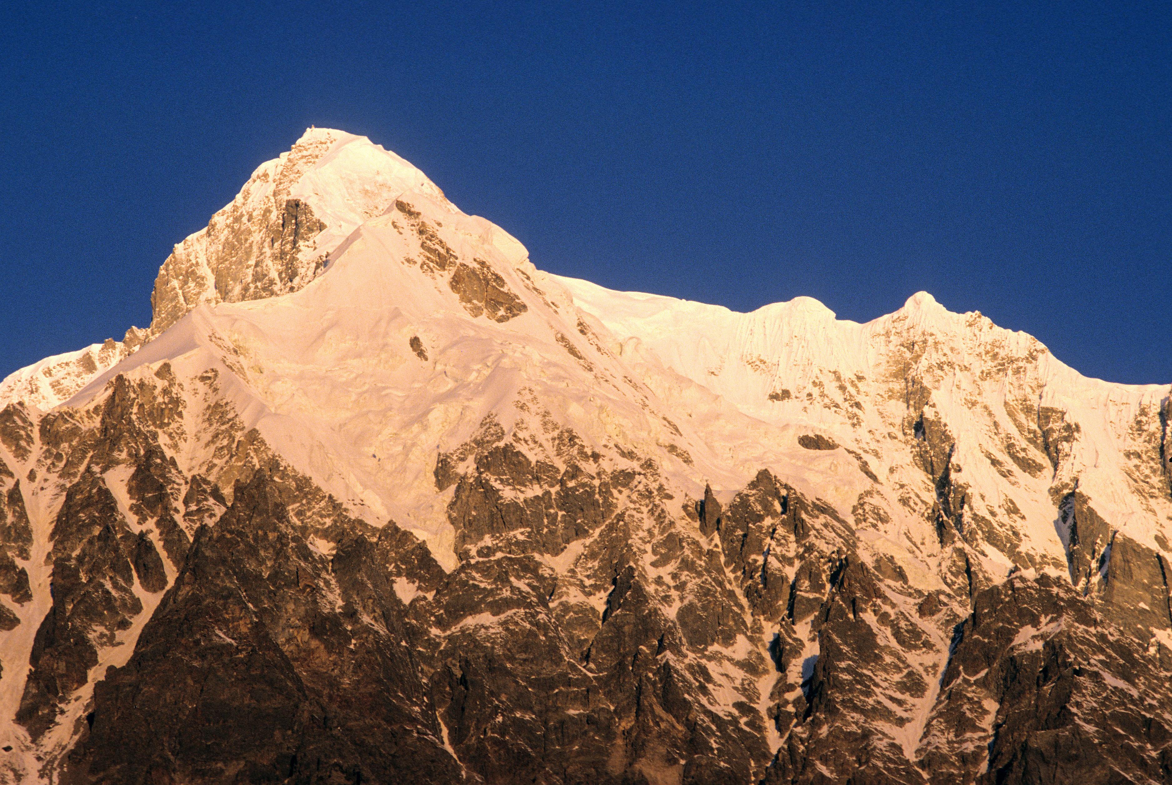 8 dél-koreai és nepáli hegymászó meghalt a Himaláján egy viharban