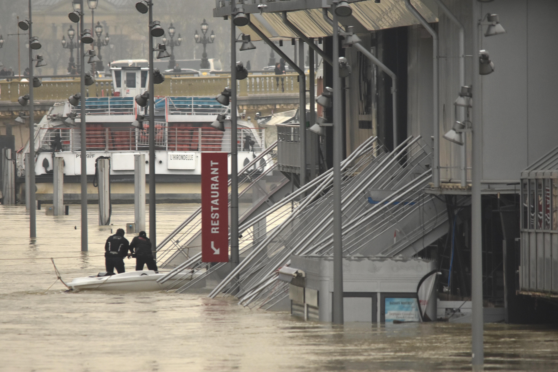 Hetekre megbénult a közlekedés Párizsban a Szajna áradása miatt