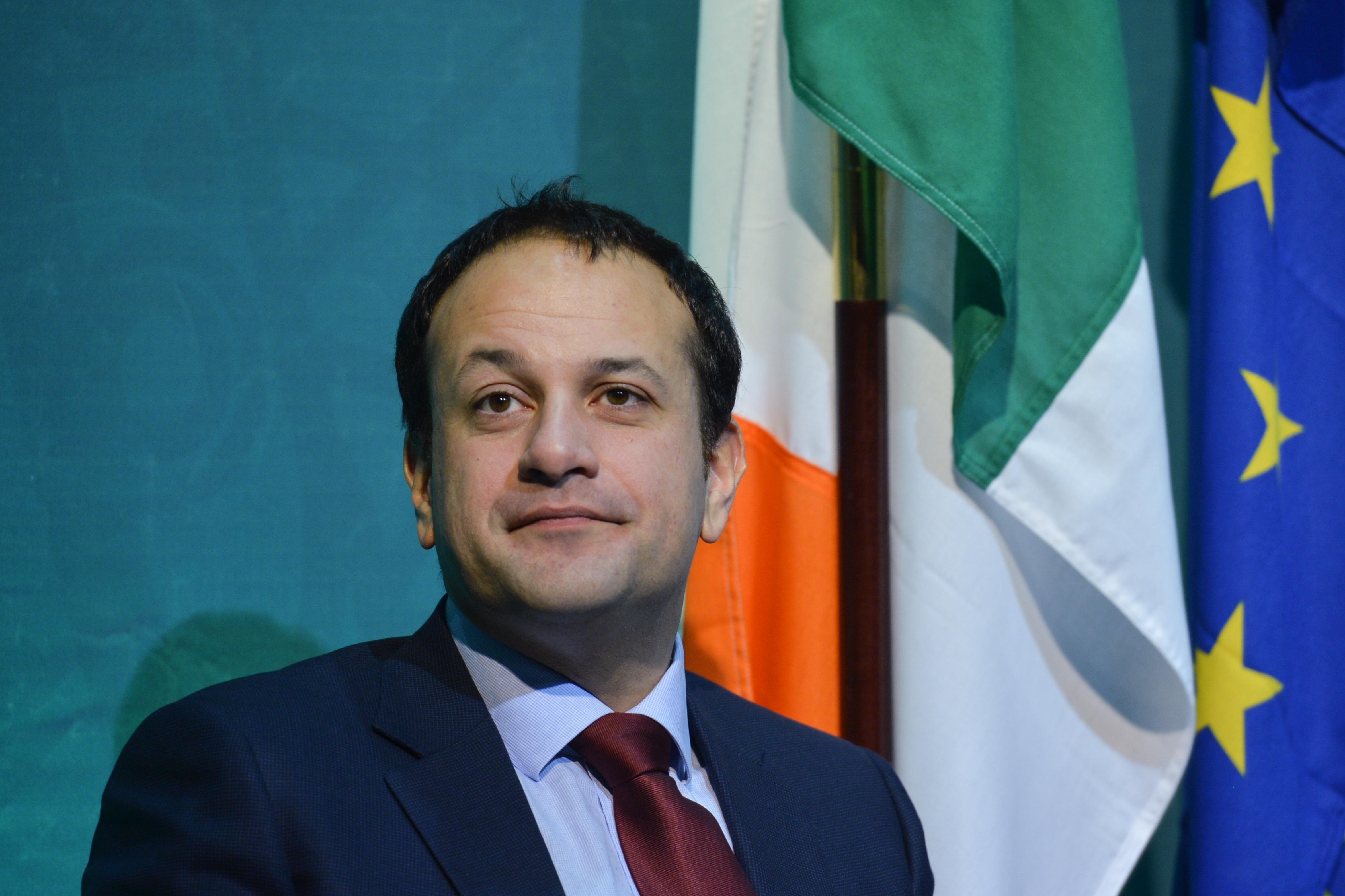 Írország miniszterelnöke orvosnak áll