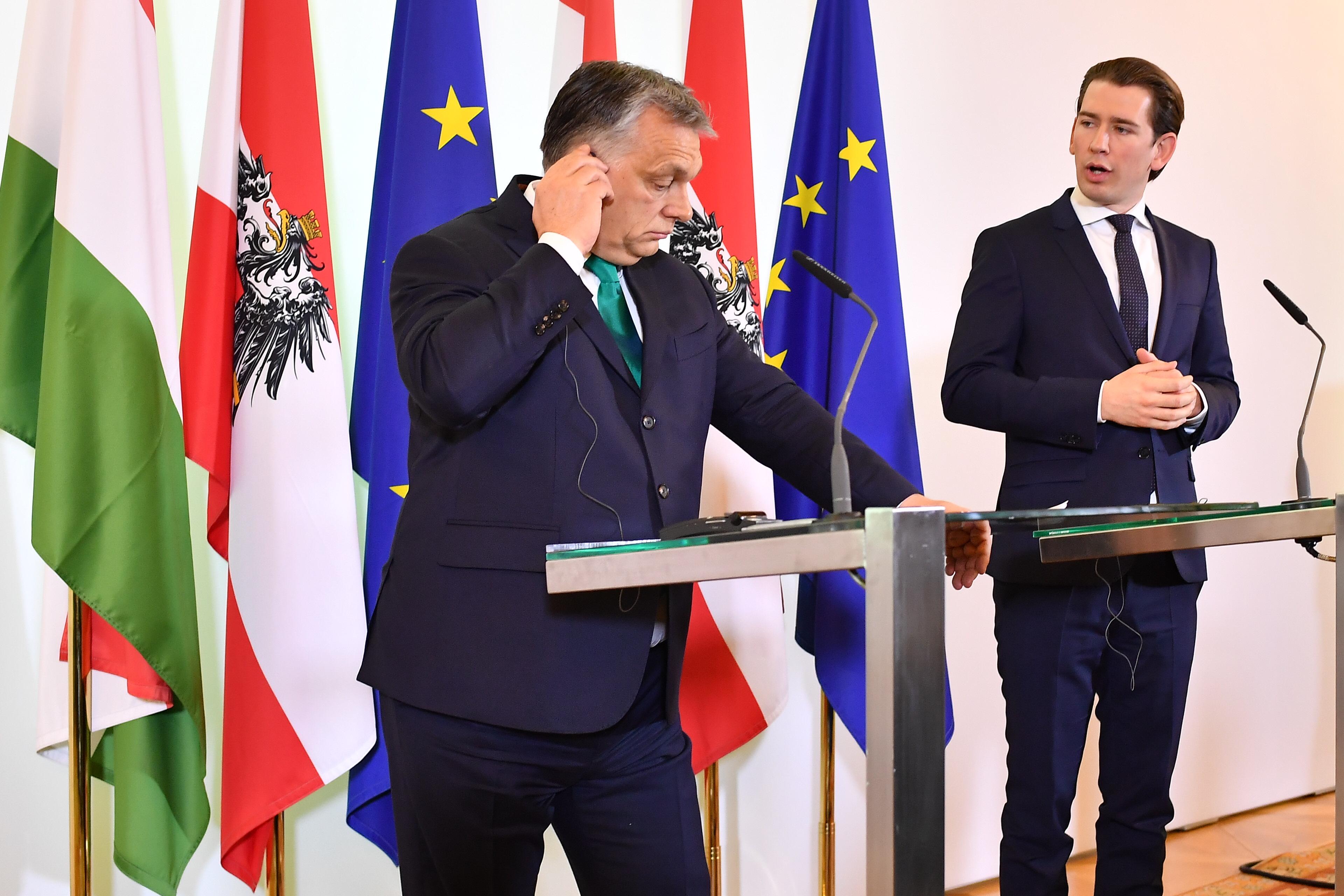 Az osztrák kancellár arról beszélt az Orbánnal közös sajtótájékoztatón, hogy ő egyszerre liberális és keresztény