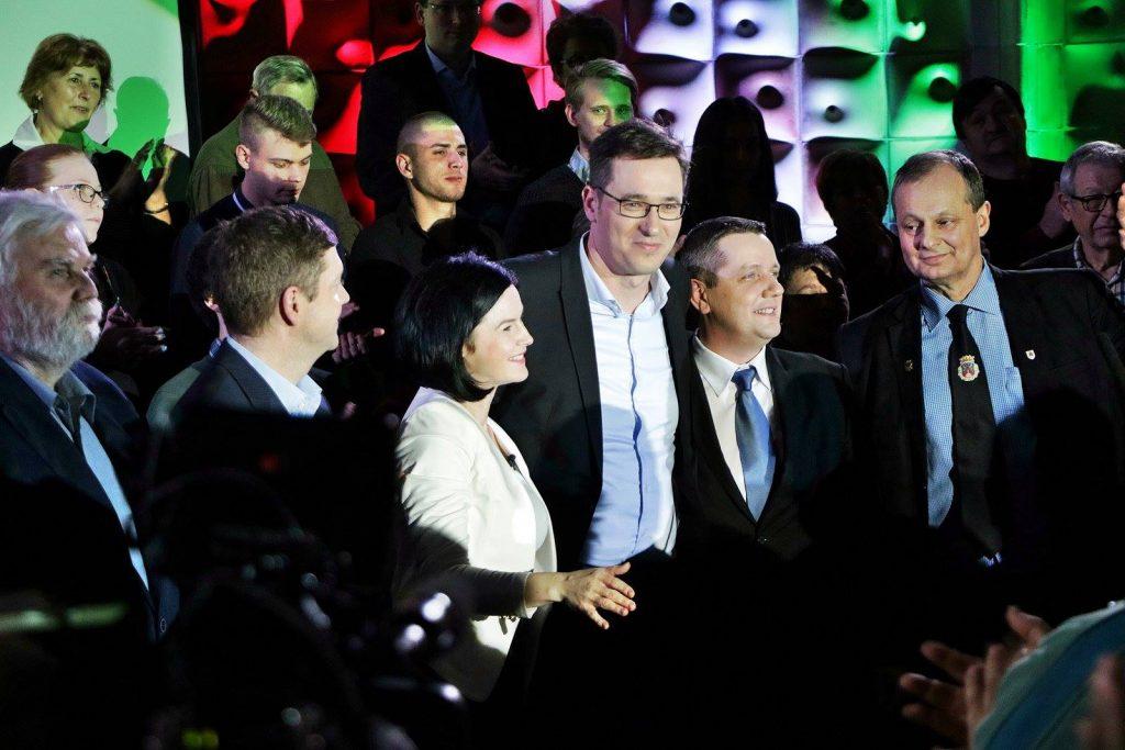 Jobb- és baloldali véleményvezérek kérik az ellenzéki pártokat, hogy fogjanak össze a kormány ellen