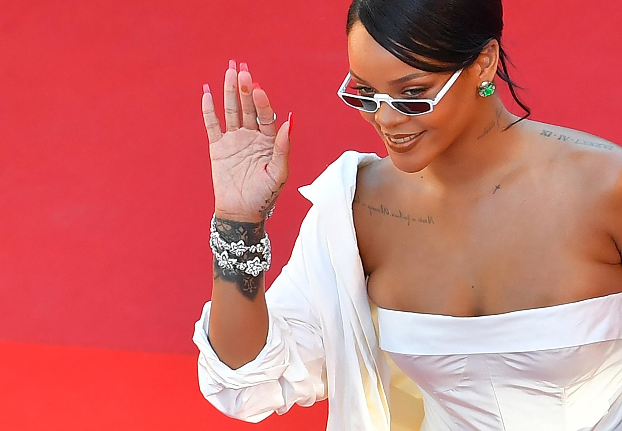 Vallási csoportok tiltakoznak Rihanna szenegáli látogatása ellen, mert szabadkőművesnek tartják