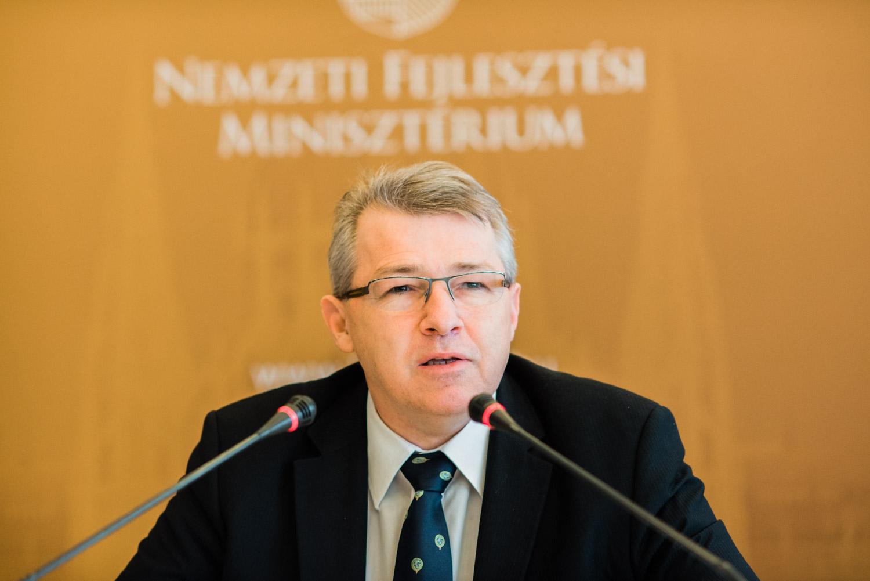 Lázár: Szabó Zsolt államtitkár súlyos hibát követett el