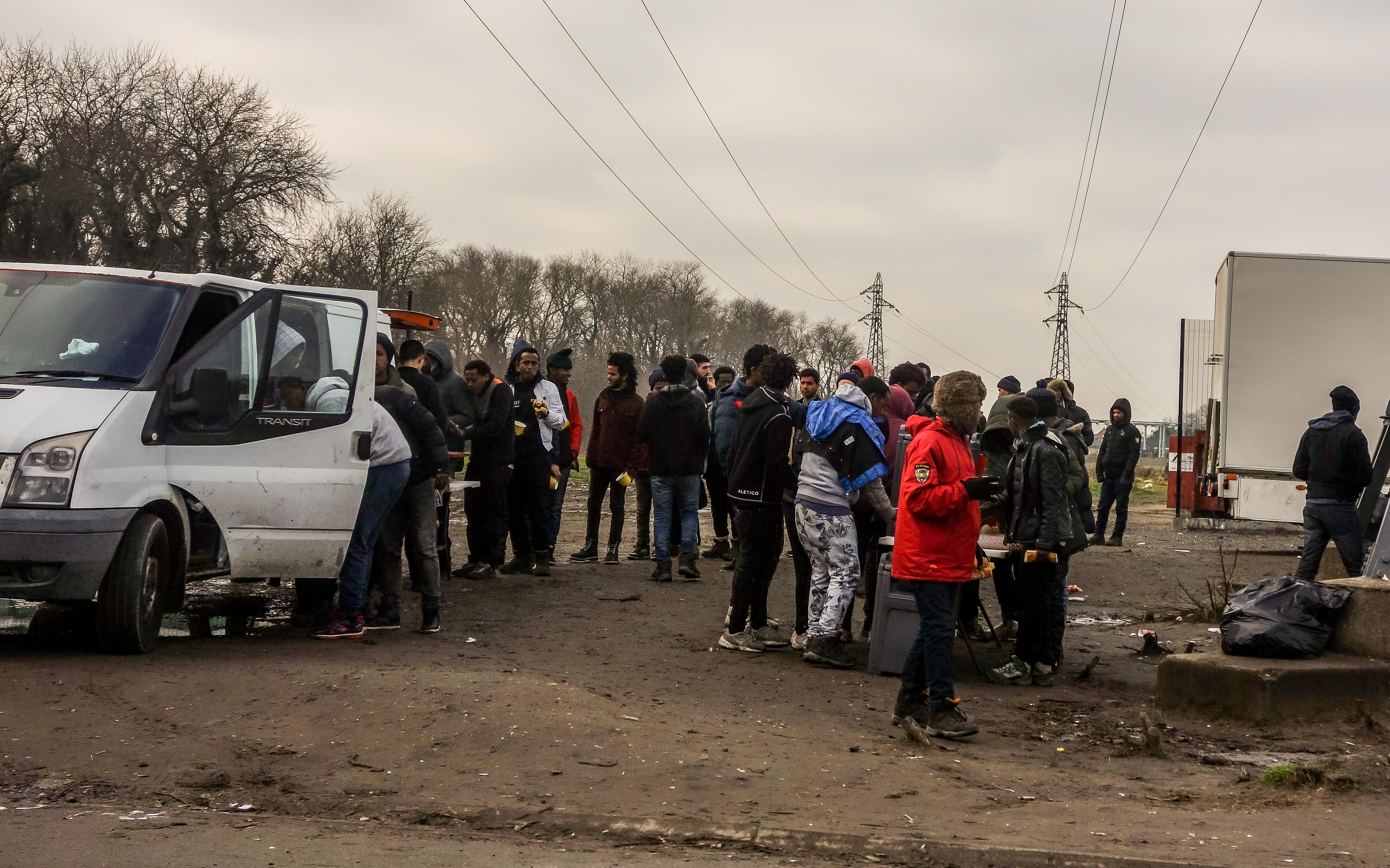 Eritreaiak és afgánok verekedtek össze össze a calais-i menekülttáborban