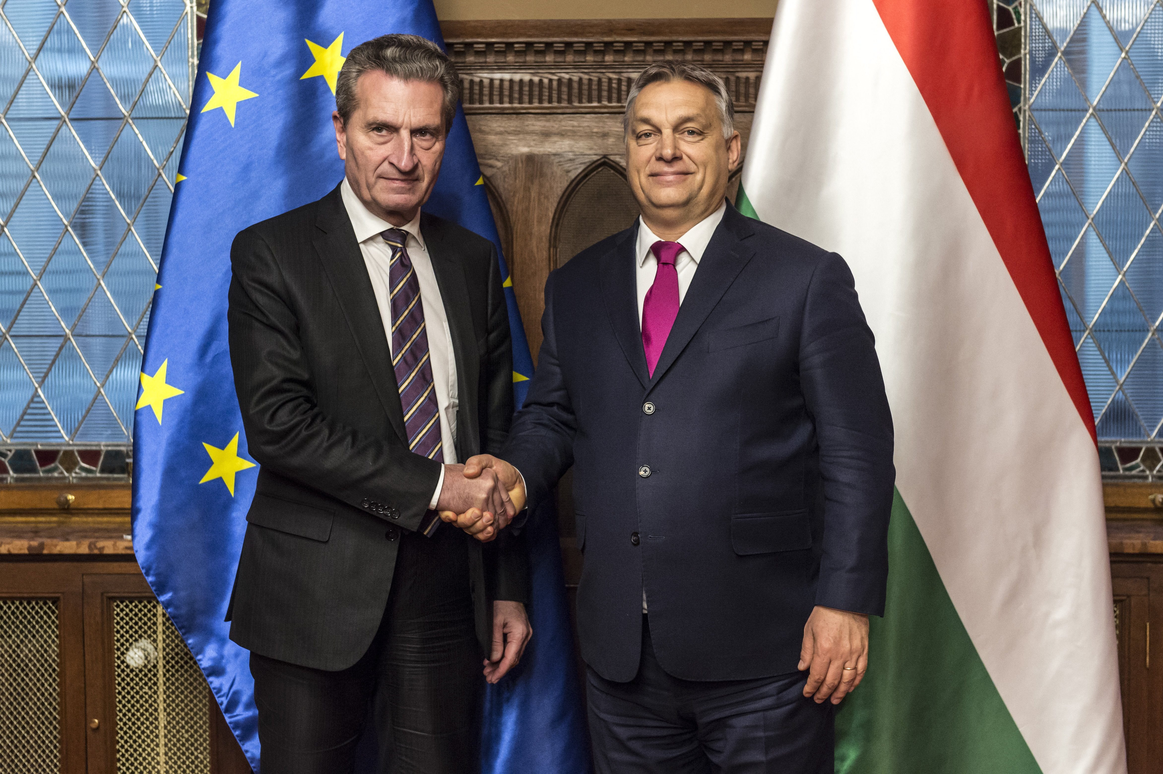Az EU költségvetési biztosa szerint a magyar kormány halálos fenyegetést jelent