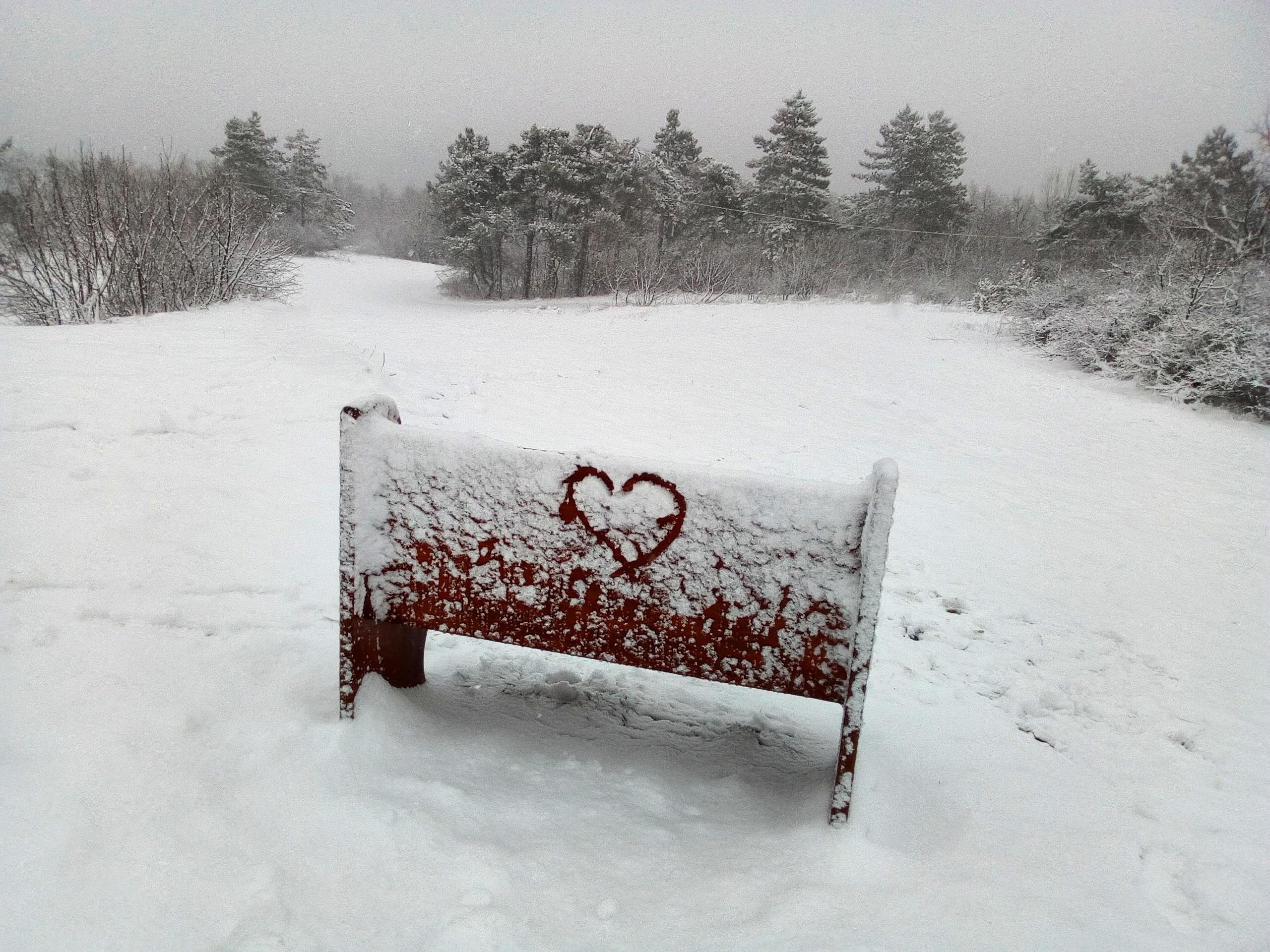Ez megy a Hármashatár-hegyen, nyomás csókolózni!