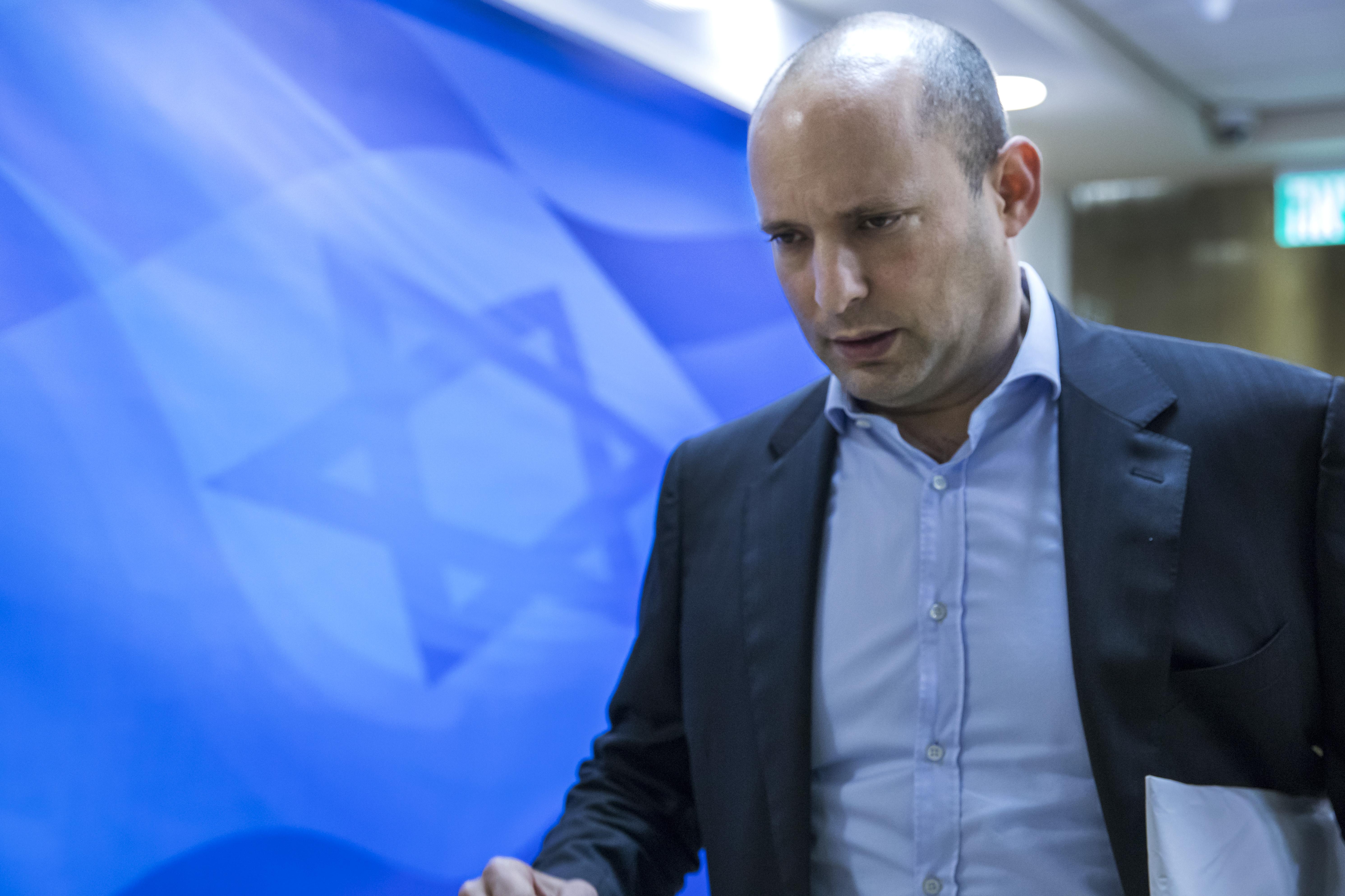 Az izraeli miniszterelnök szerint lényegesen gyengébb a Pfizer a delta variánssal szemben