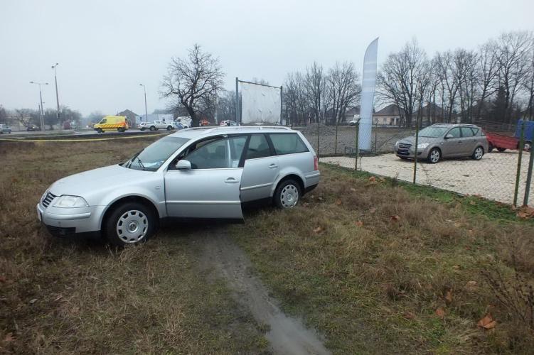 A martfűi autótolvaj úgy gondolta, jó ötlet keresztül hajtani a lopott autóval egy kerítésen