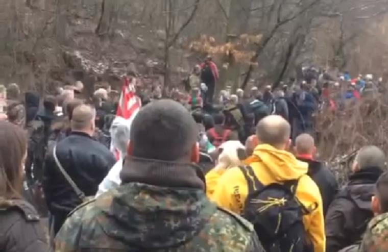 Jelmezes nácik és dobokkal támadó antifasiszták csatatere lehet szombaton Budapest