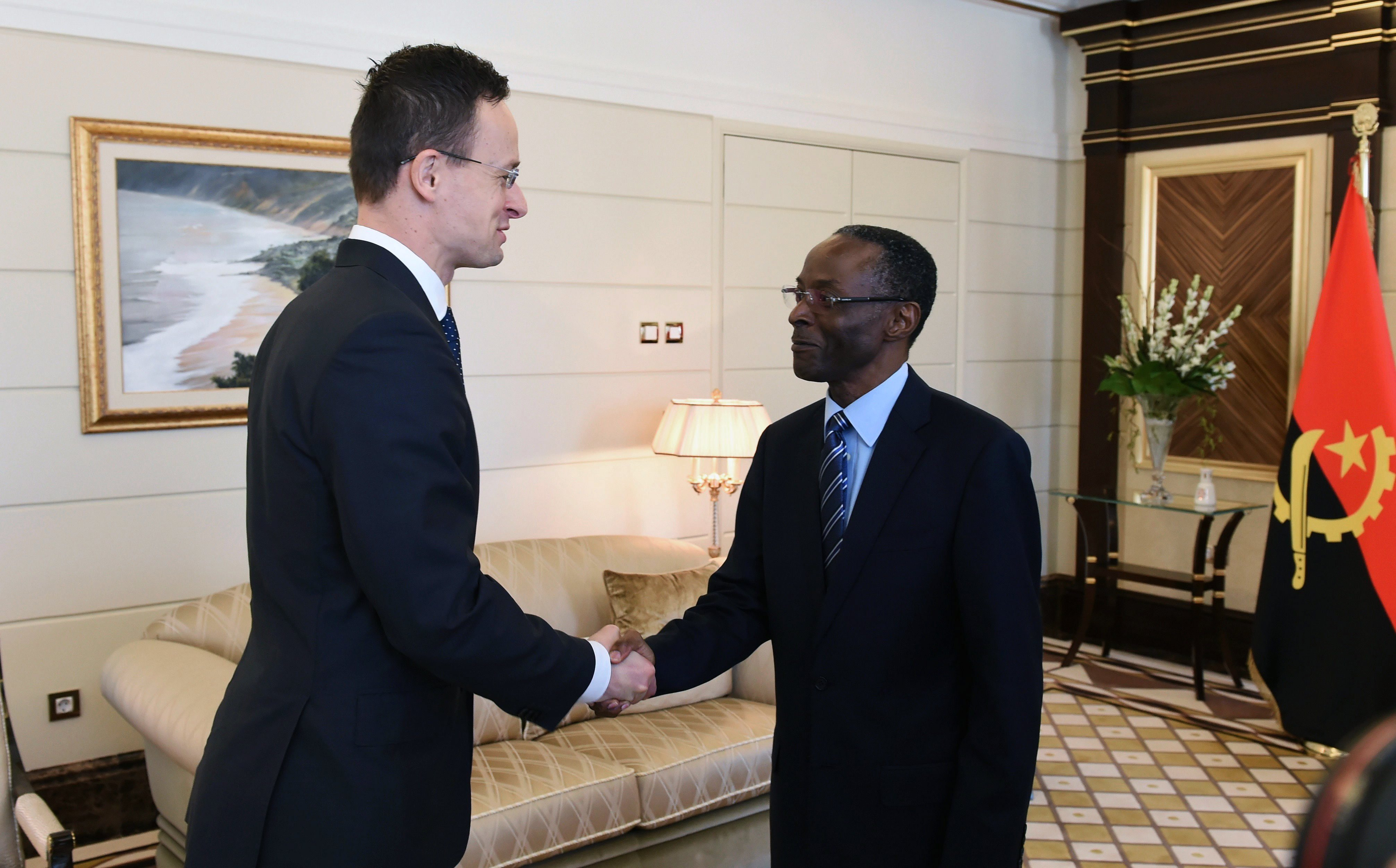 Déli nyitás: Szijjártó újranyitja az angolai magyar nagykövetséget