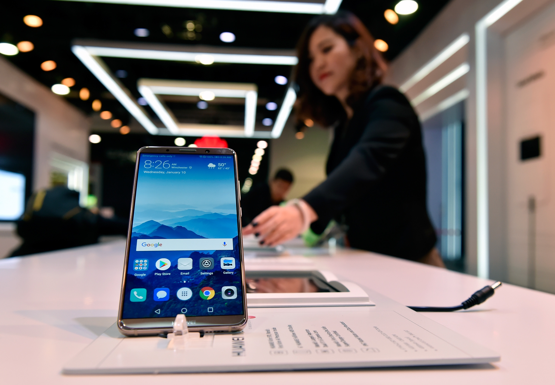 """Kína tiltakozik Kanadánál a Huawei pénzügyi igazgatójával szembeni """"embertelen bánásmód"""" miatt"""