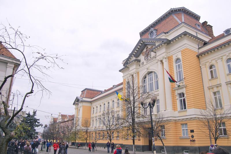 Nem oroszok vagy ukránok, hanem EU-tag radikális putyinisták gyújtották fel az ungvári KMKSZ-székházat