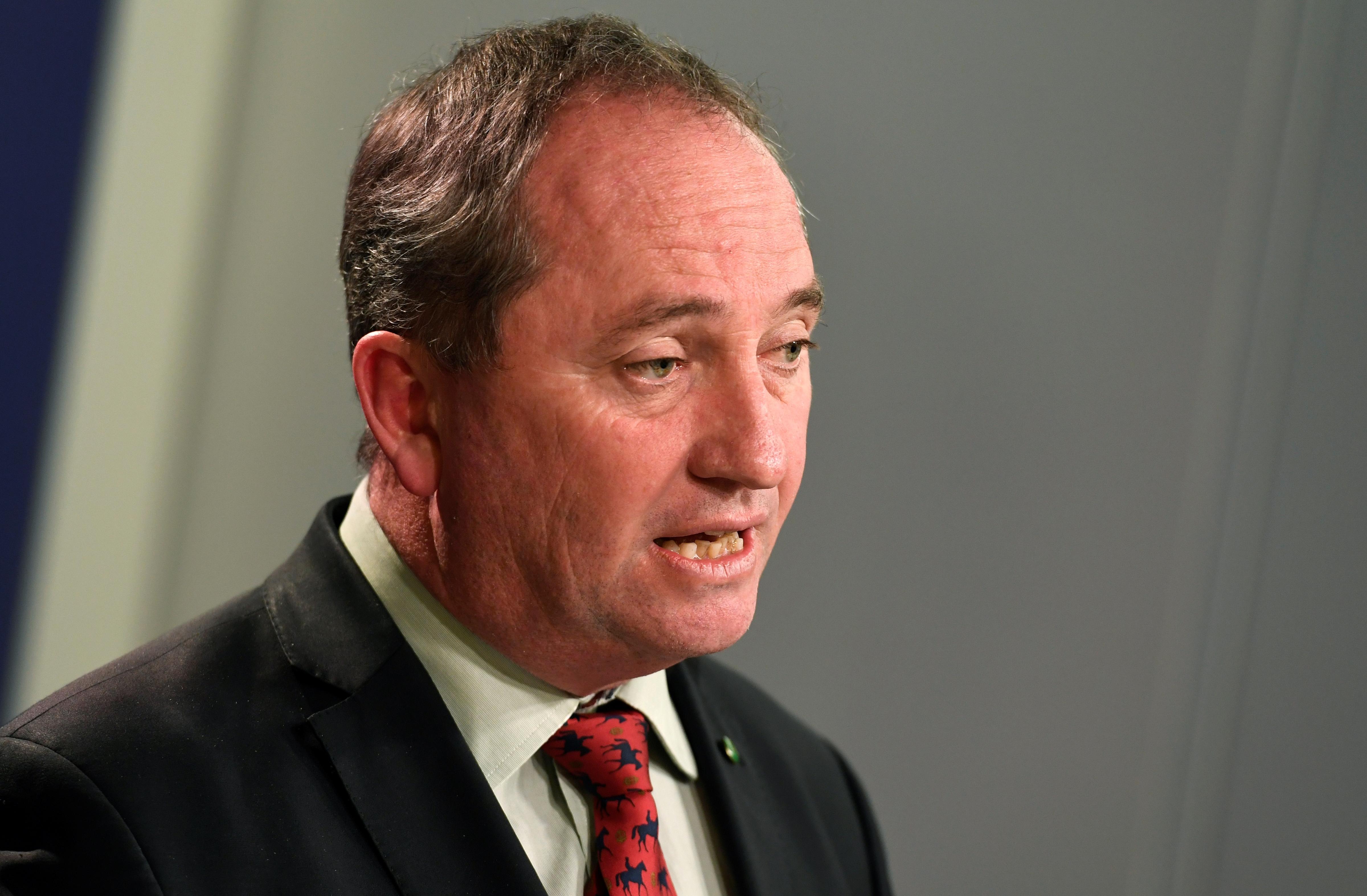 Válságban az ausztrál kormány, mert a félrekúró konzervatív miniszterelnök-helyettes nem hajlandó lemondani