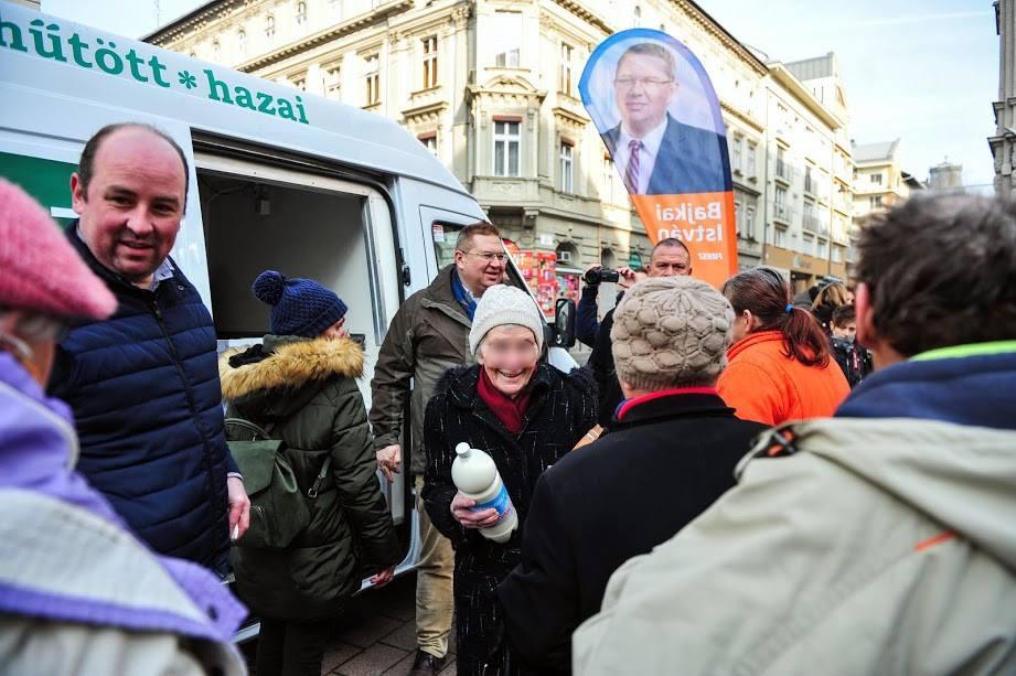 Orbán ügyvédje viheti a bulinegyedet a DK és az LMP hisztije miatt
