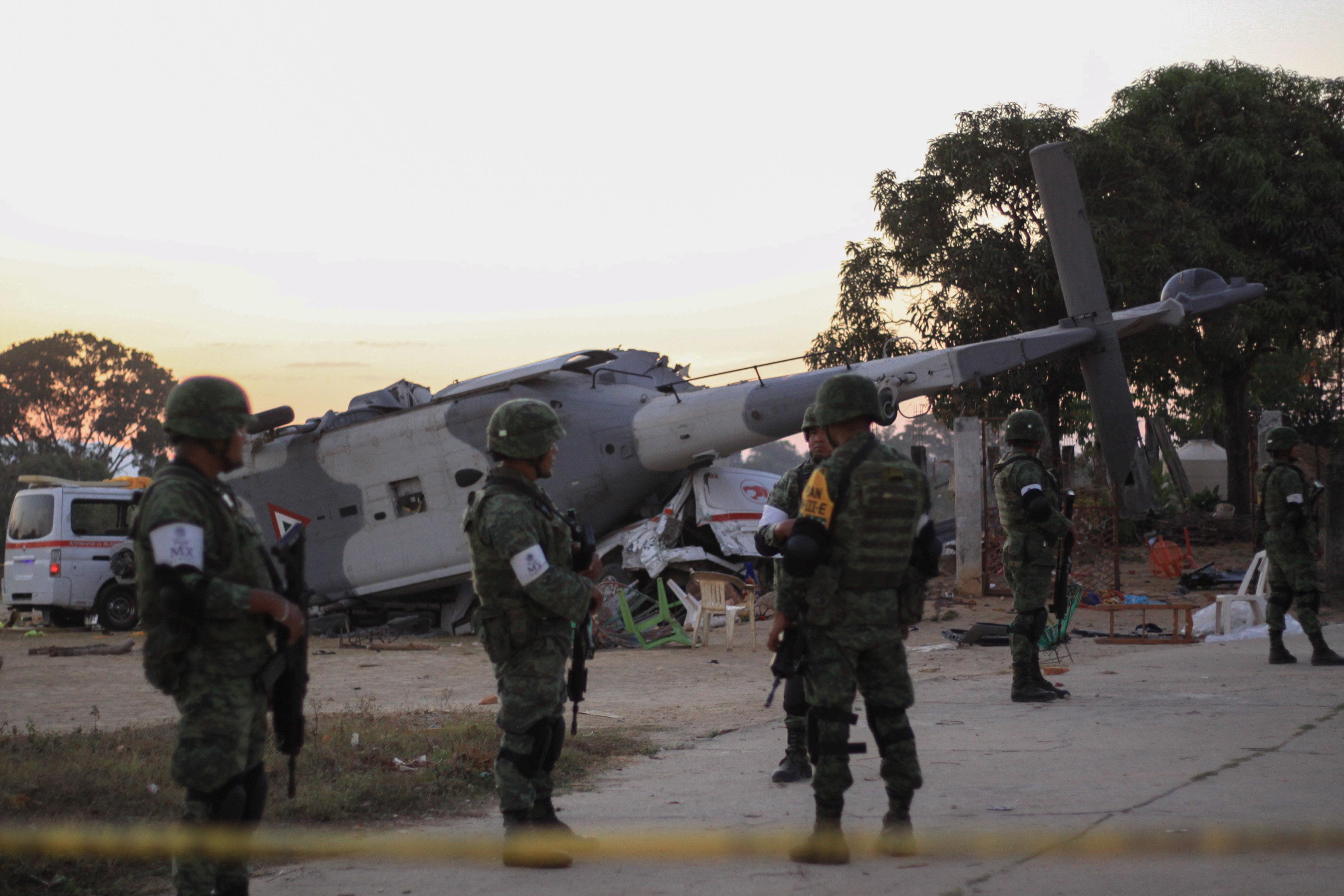 A mexikói földrengés után, a kárfelmérés közben lezuhanó helikopter 13 embert megölt, és 15-öt megsebesített