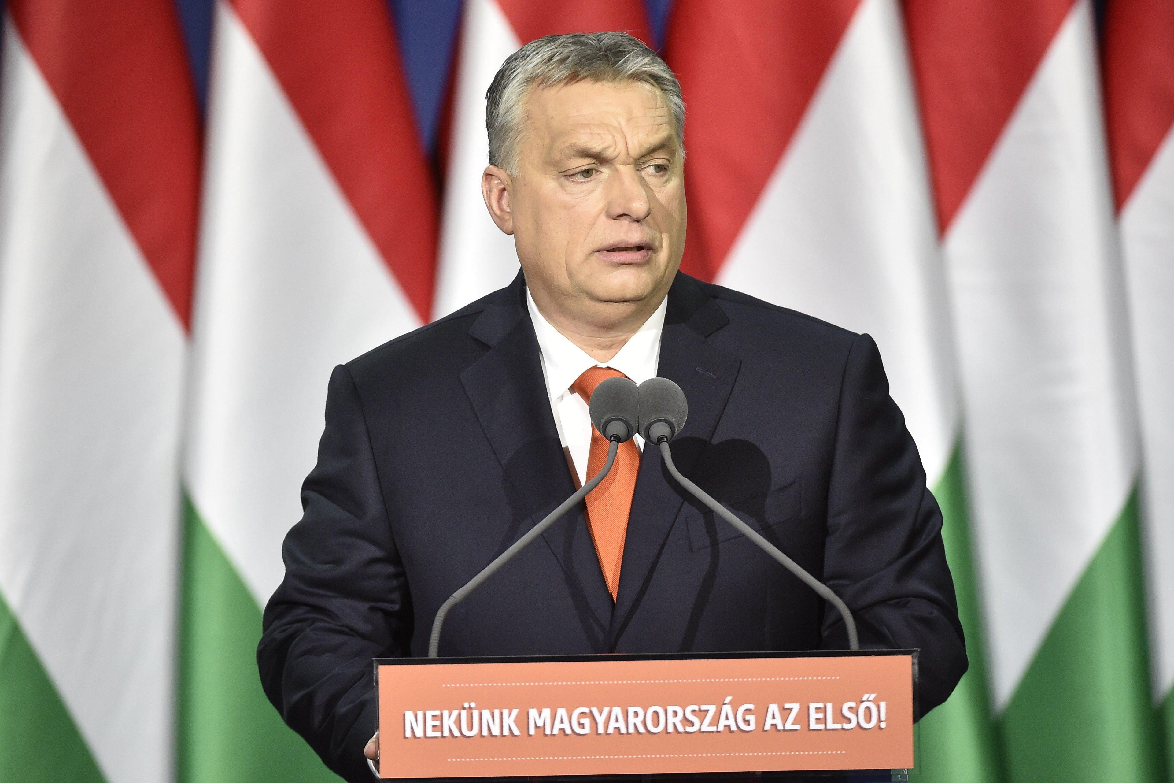 Orbán Viktor maximális kampányüzemmódra kapcsolt Gödöllőn: vagy a nyugdíj, vagy a bevándorlás