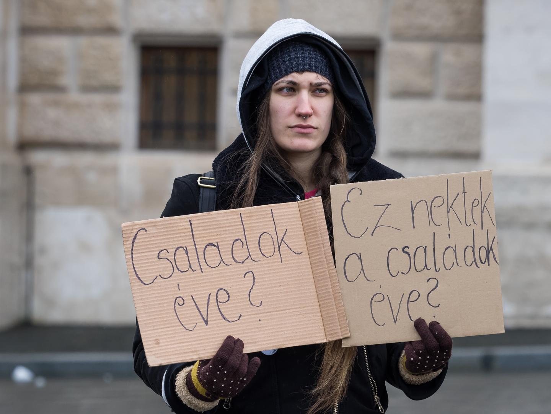 A Fidesz leszavazta a kilakoltatások tiltását, utcára kerülhetnek a gyerekes családok