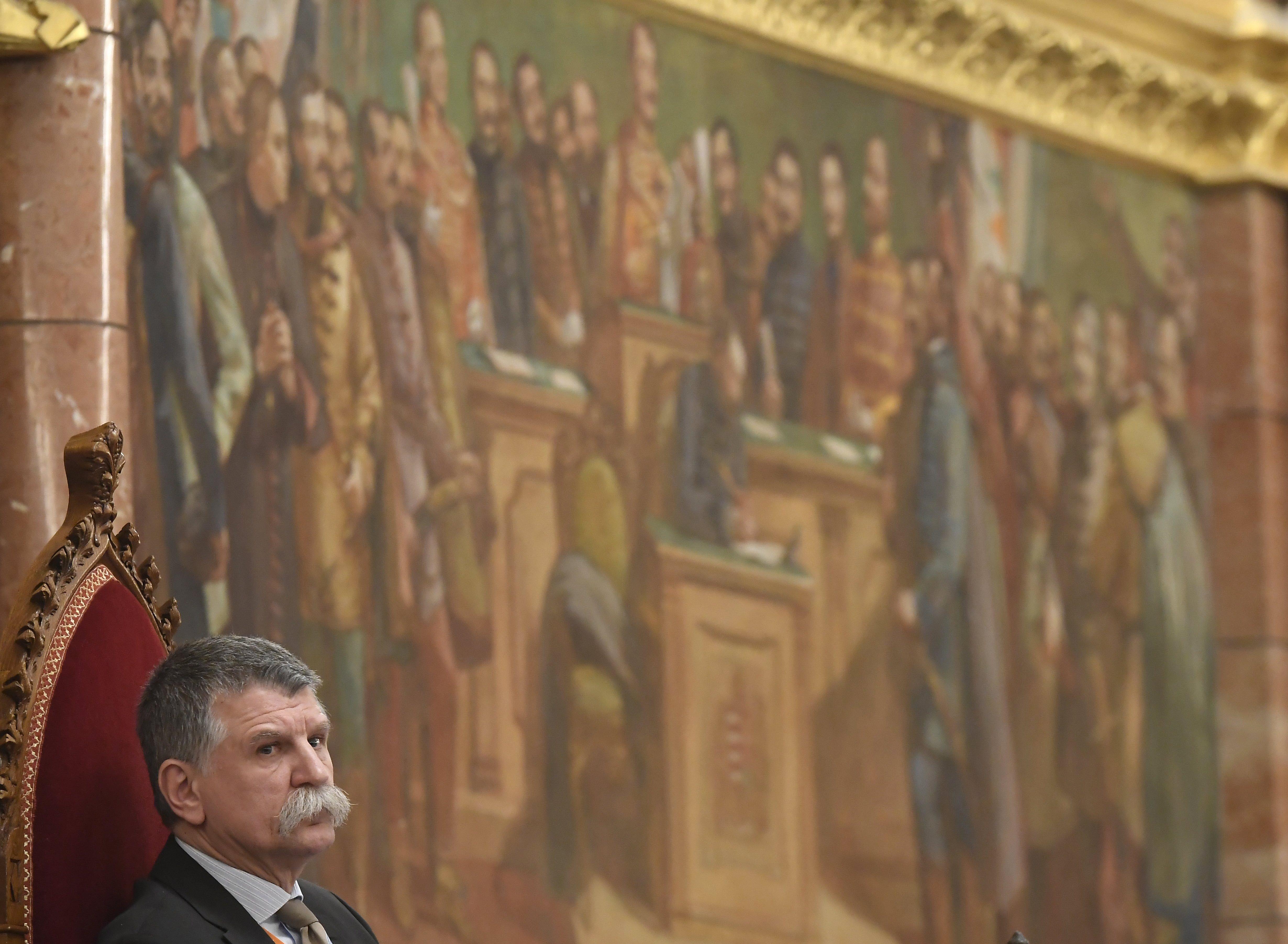 Orbán Viktor nem jelent meg a parlamentben, ahol Tiborczról kérdezték volna