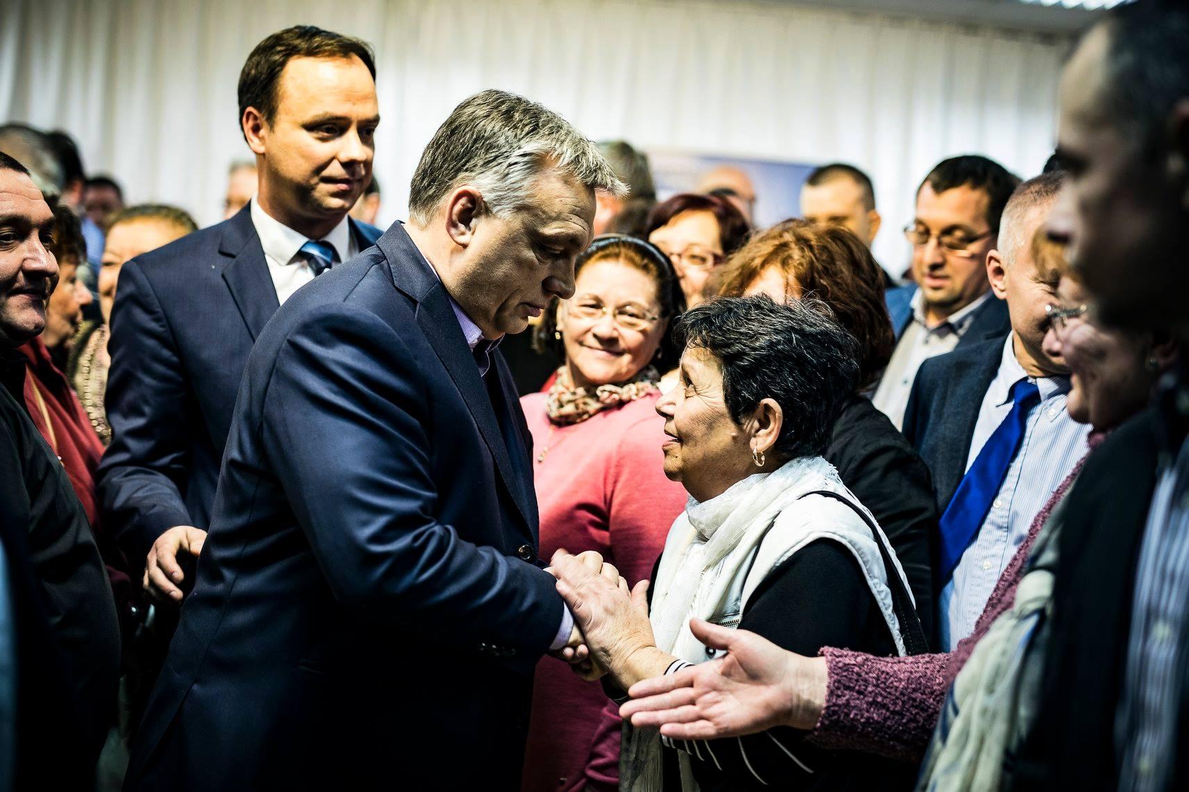Orbán Egerben rúgta be a kampánymotort