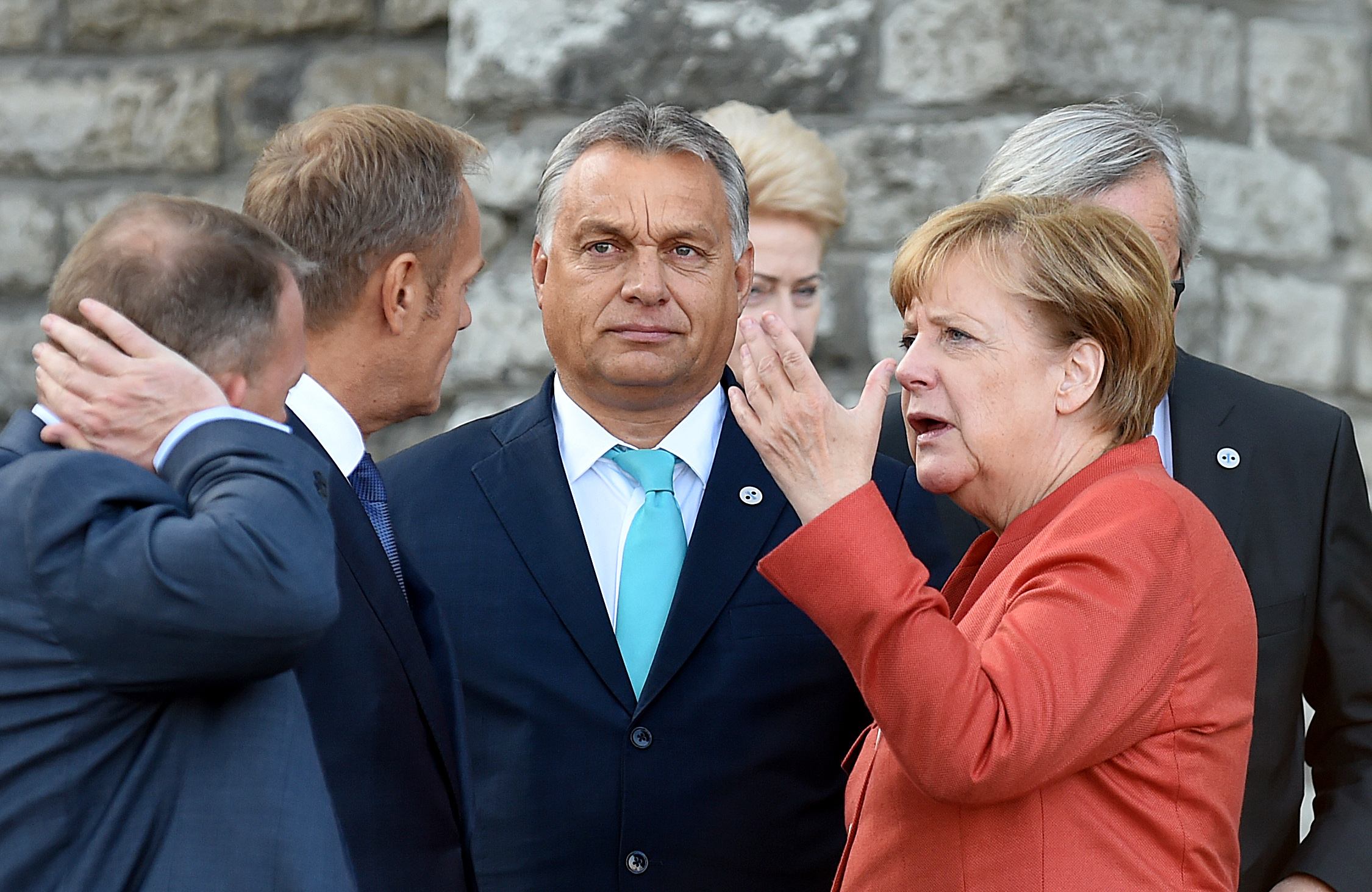 Merkel bedurvul: annak adna több támogatást, aki részt vesz a migrációs válság közös kezelésében