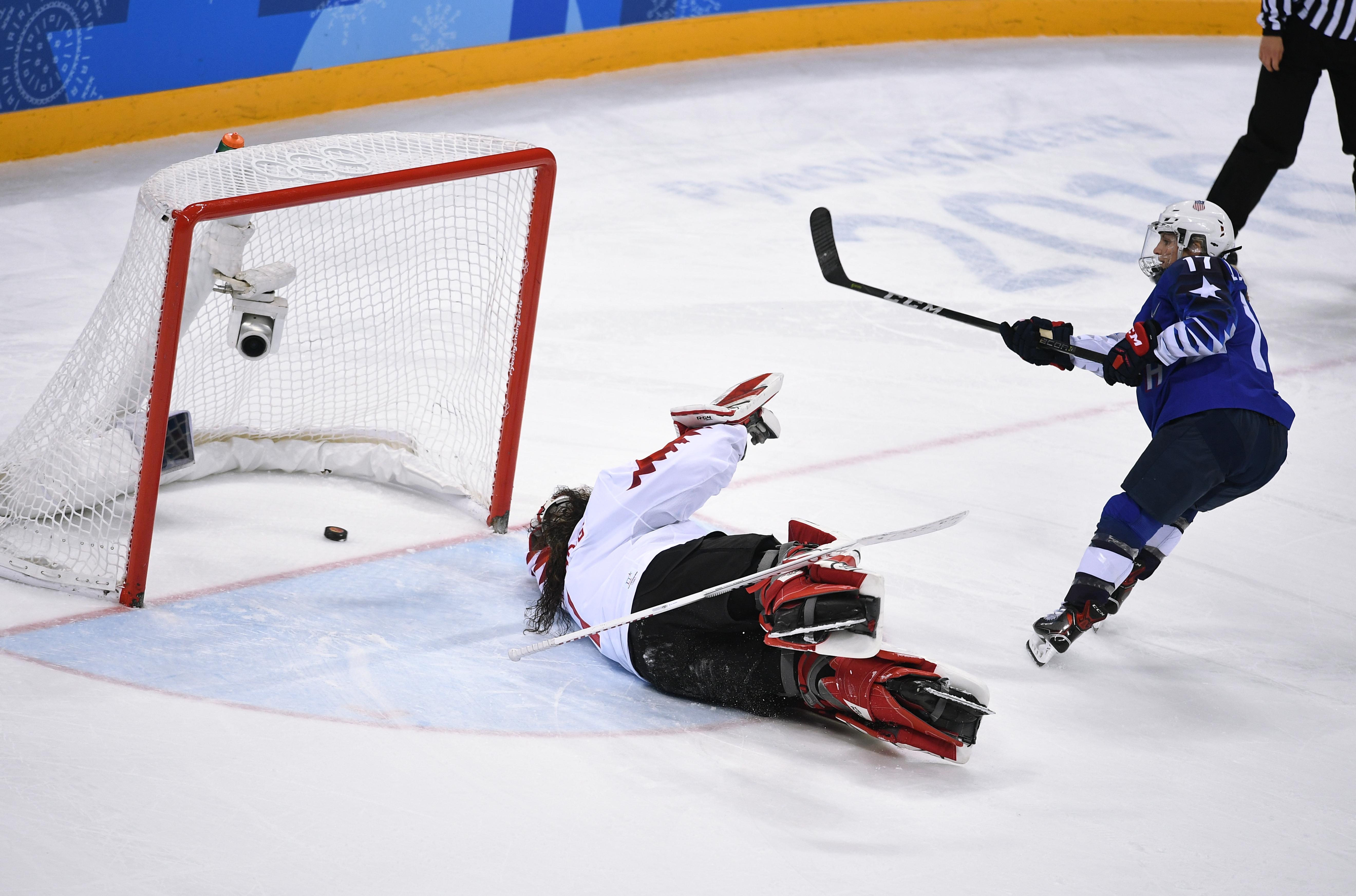 Nagyon szoros meccsen, szétlövéssel nyerte meg az USA a női hokidöntőt Phjongcshangban