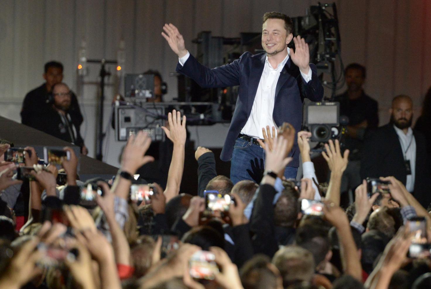 Elon Musk kevesebb mint fél év alatt vált ünnepelt üzletemberből idiótává